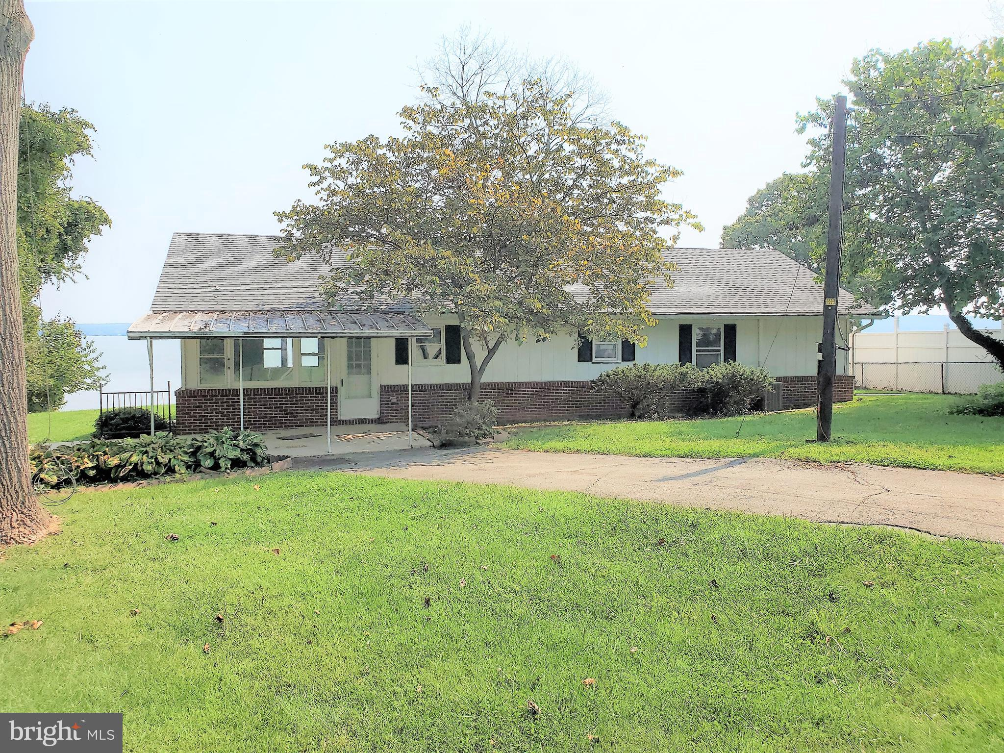 Beautiful,  3 bedroom, 1 bath, waterfront property located on the North East River, with concrete bu