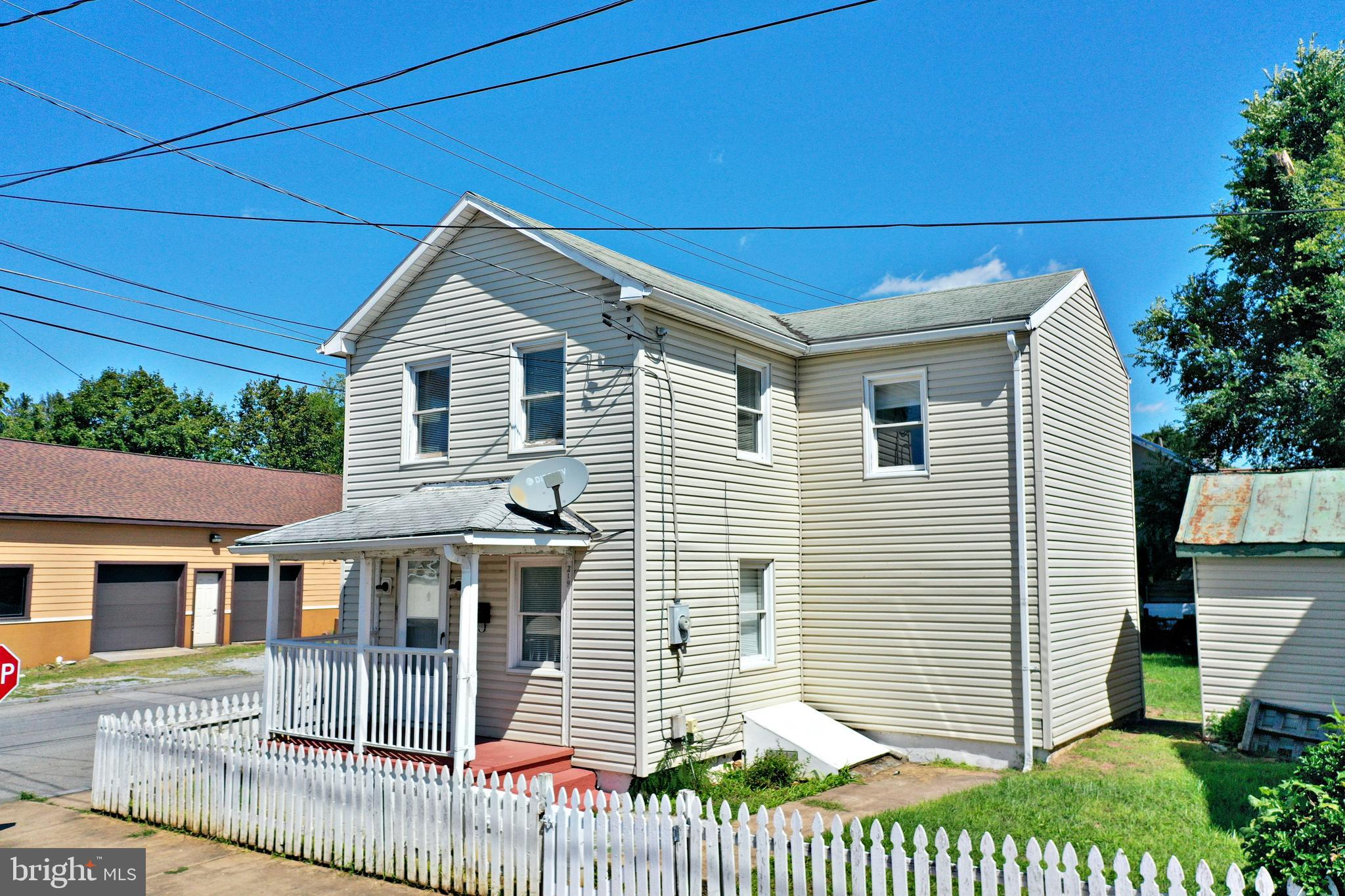 PROPERTY IS SOLD AS IS WHERE IS - Great investment opportunity and close to downtown shopping/conven
