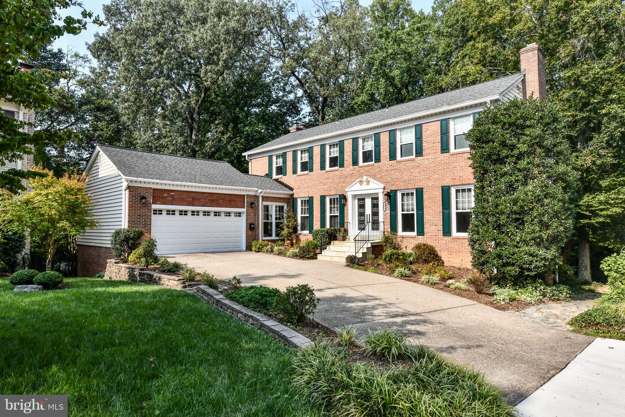 Wonderful North Arlington location!! This 6 bedroom, 4.5 bath colonial style home sits on one of the