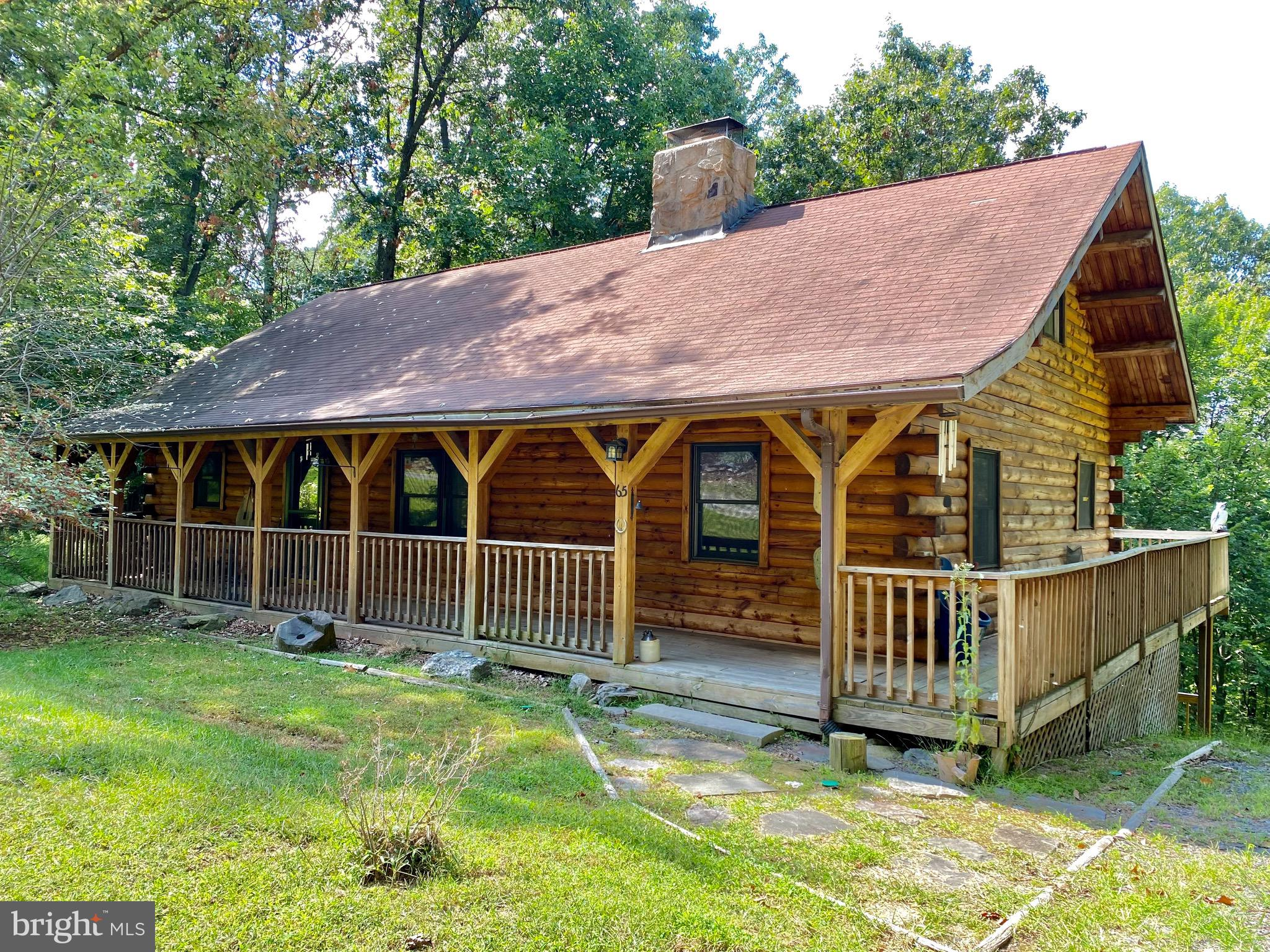 Gorgeous Mountain Log Cabin within the woods of Shannondale!  2-Story Sitting Area & Living Room wit
