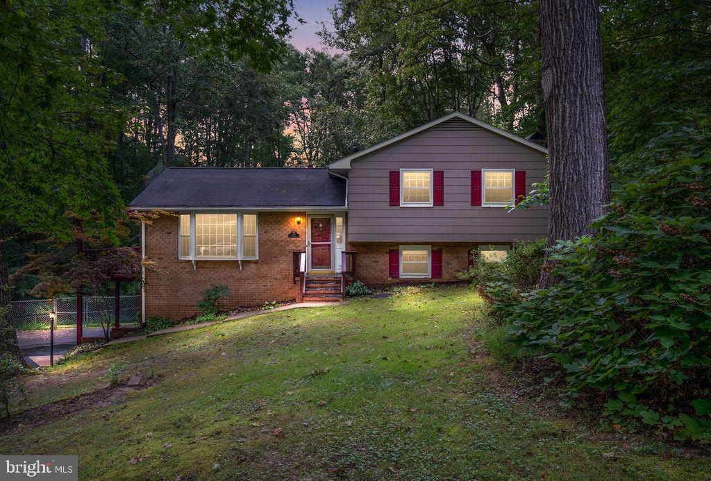 Very nice 4 bedroom 2 full bath home with almost 2000 sqft of living space on a beautiful fenced in