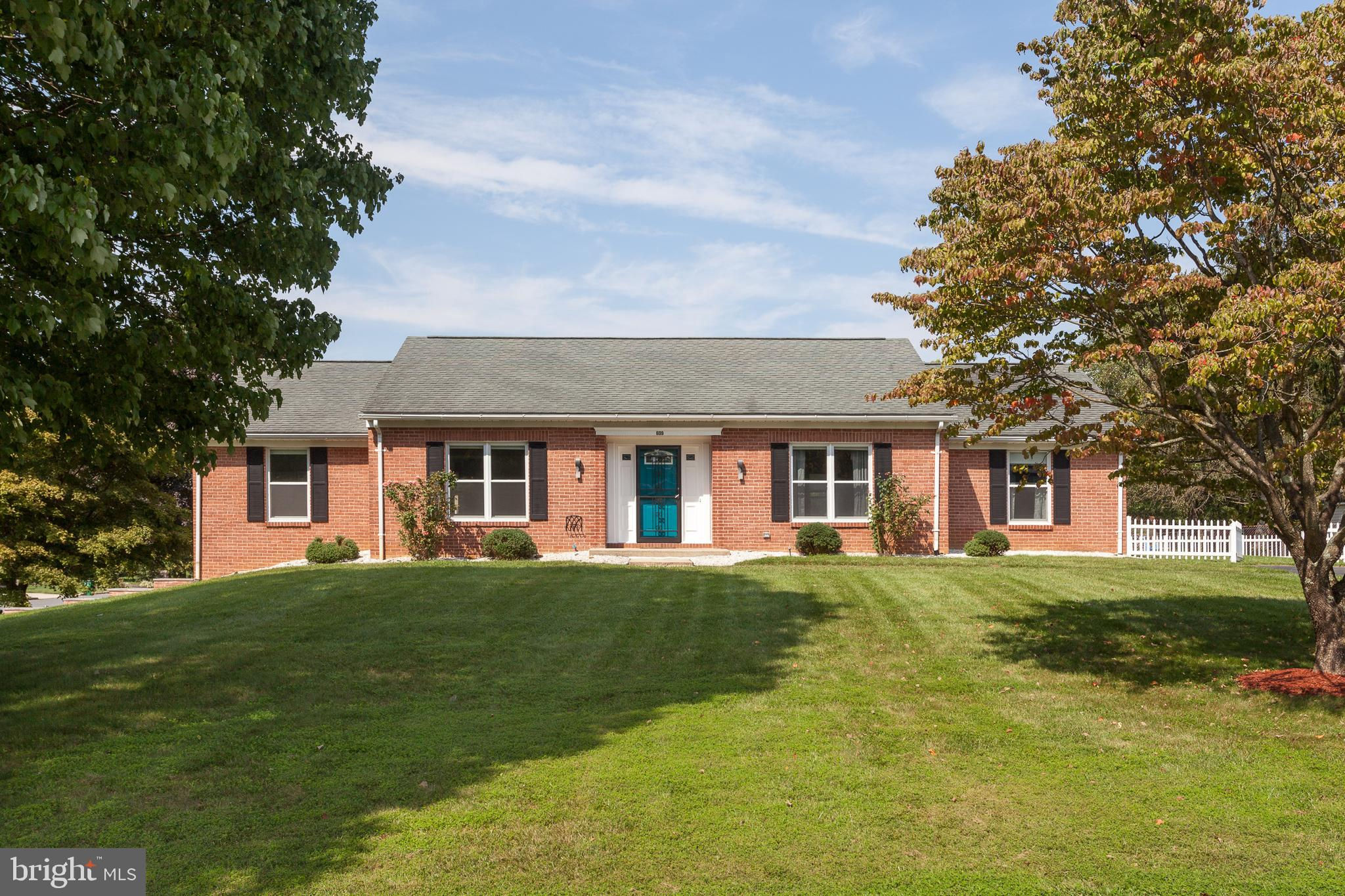 BEAUTIFUL..RENOVATED BRICK RANCHER HOME LOCATED ON A SPACIOUS CORNER LOT. INVITING CHEF'S KITCHEN BO