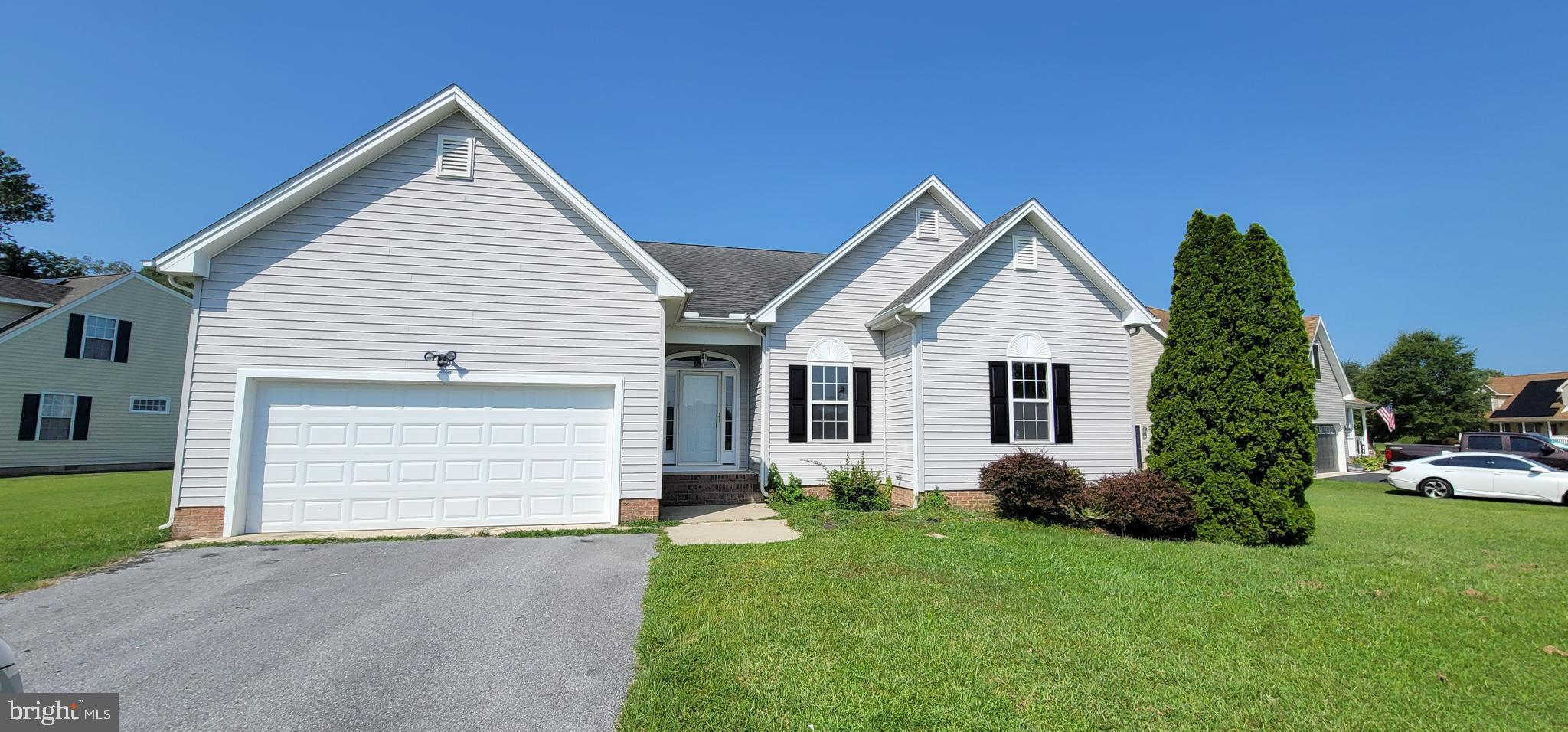 Come and check out this recently updated home in an extensive private lot.! Upon entry, you will be