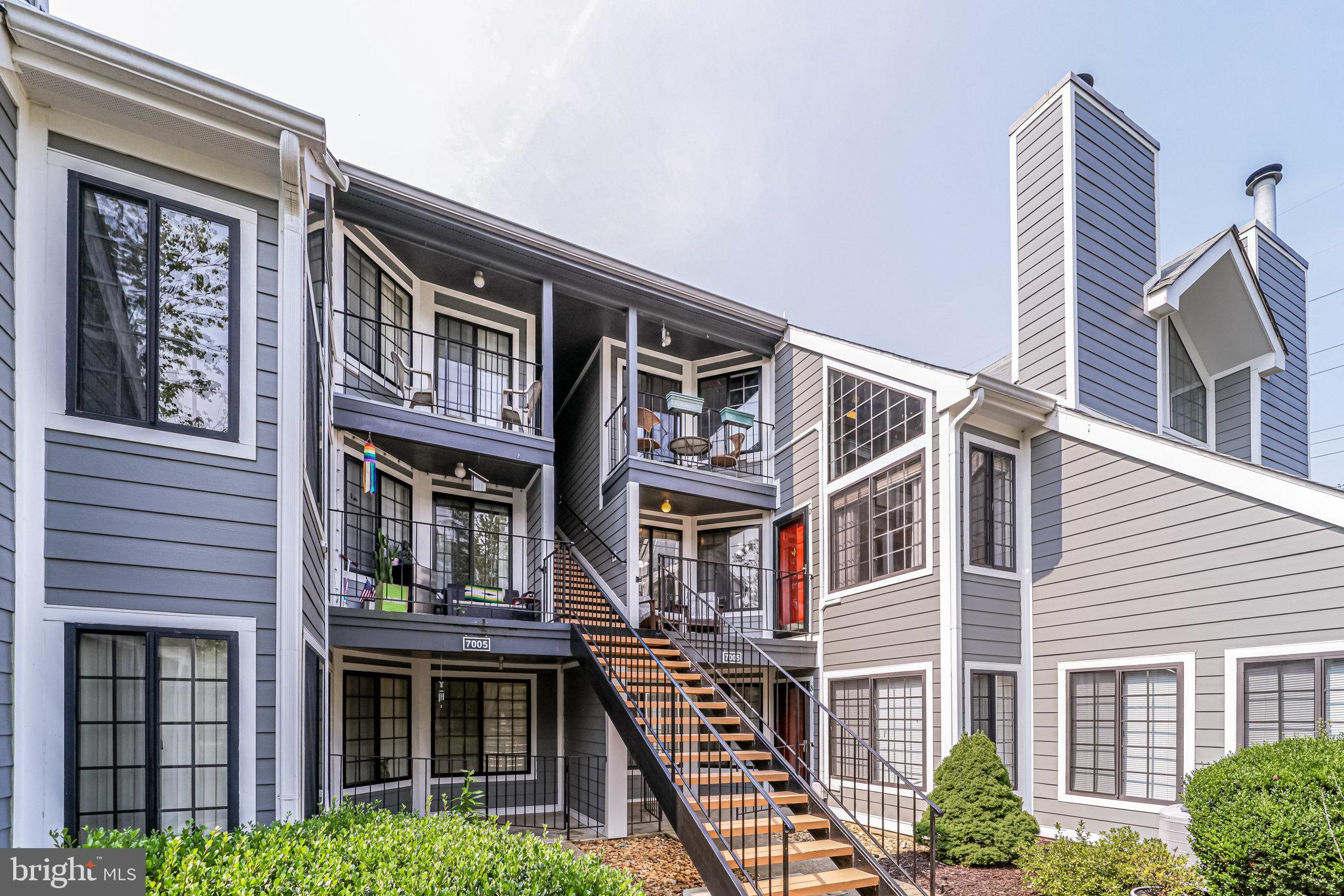 OPEN SUN 1-3. Awesome 2 BR 2 Bath plus loft in Tiers II at Manchester Lakes.  Nearly 1300 SF.  Spacious, open floorplan with tons of natural light. Fireplace in living room. Kitchen upgraded with stainless and granite. Primary BR has walk-in closet and a brand new bath with oversized shower.  Loft is a great home office, flex space, or guest area. 1 car garage plus driveway. Community has pool, clubhouse, tennis, playground. Close to shopping, restaurants. Springfield Metro nearby. Move-in ready.