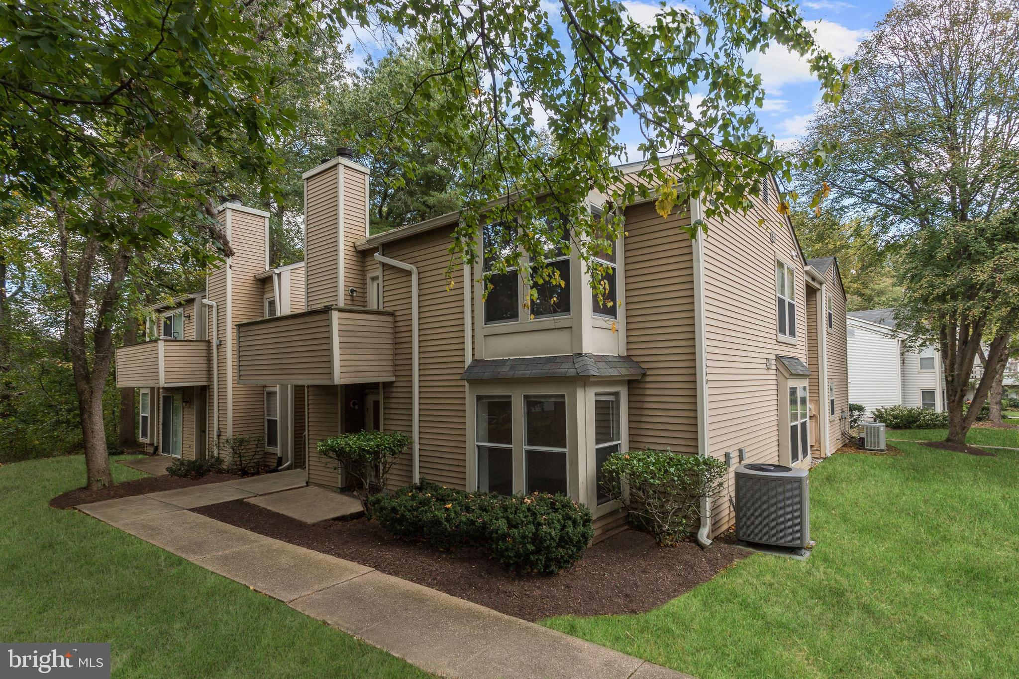 Comfort meets convenience in this ground level two bedroom condominium in the heart of Columbia! Pea