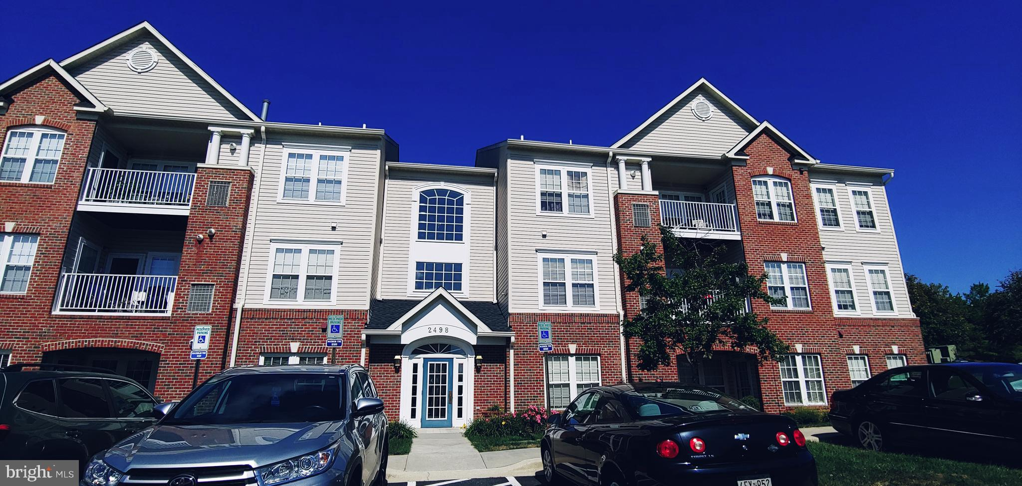 Double Suite Delight - 2BR 2BA GROUND LEVEL Condo!! ENJOY Stainless Steel appliances and gleaming wh