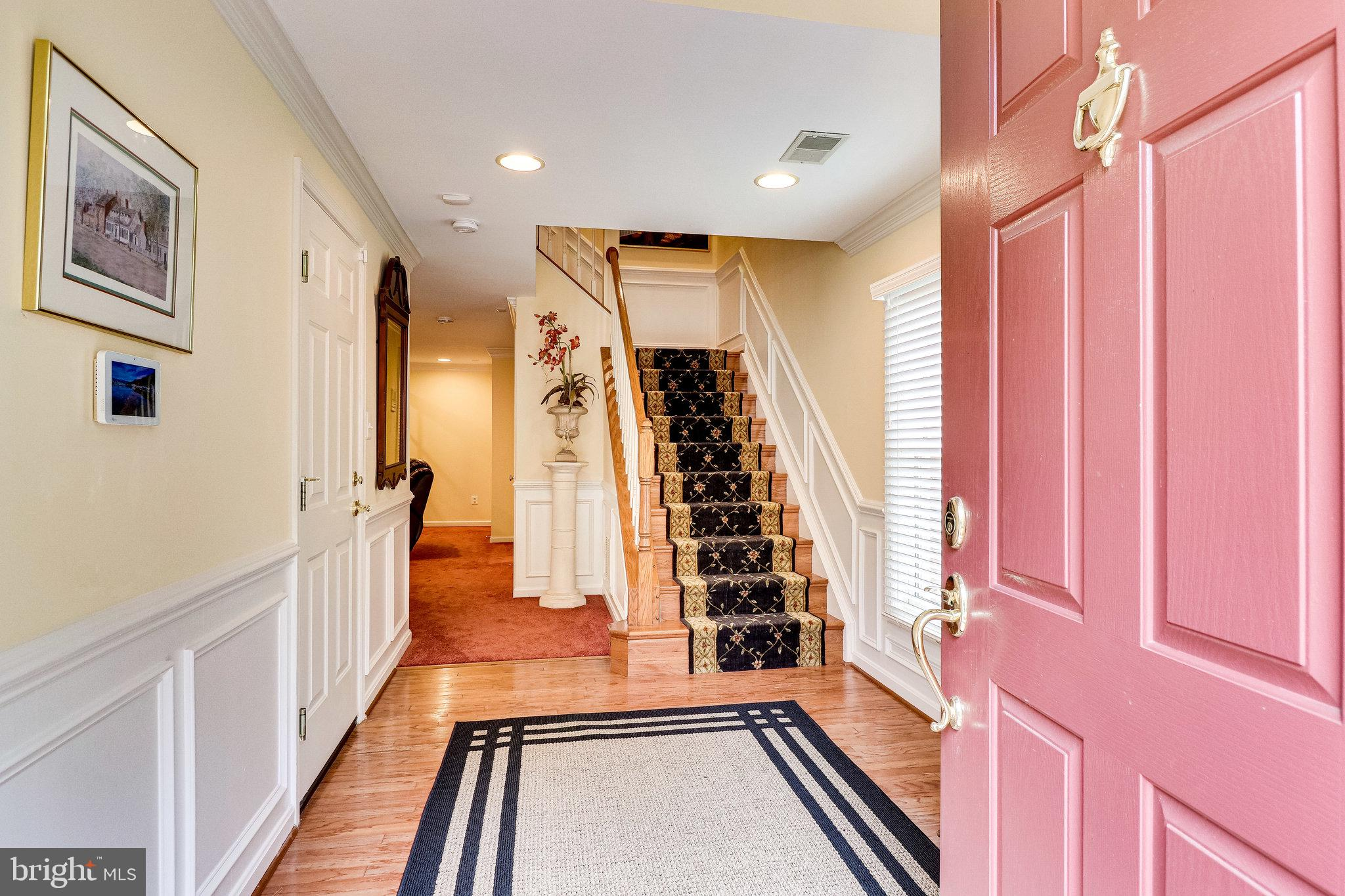 Gorgeous, bright townhome in desirable random hills cluster!!! This beautiful freshly painted home h