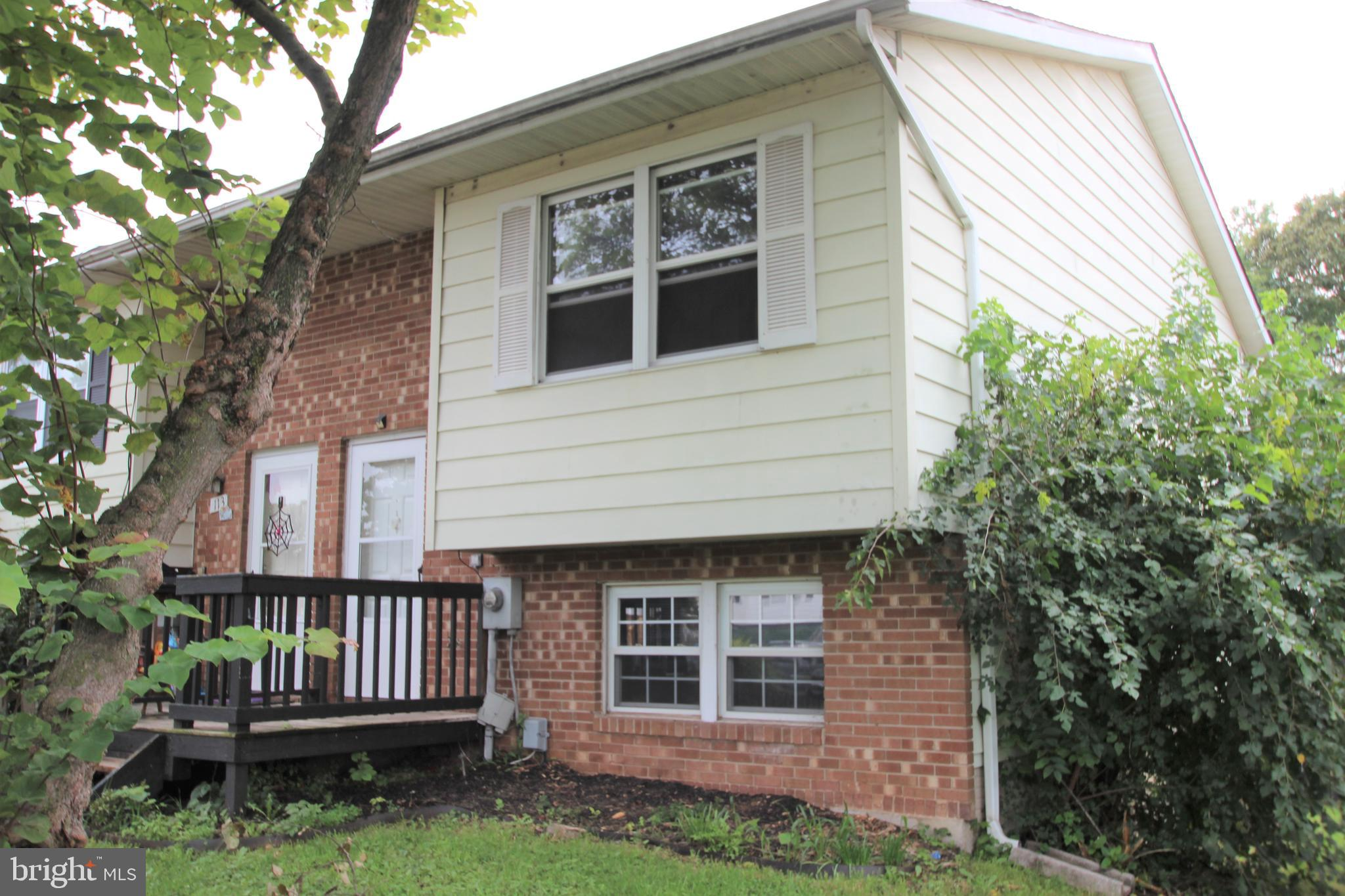 This Roomy 3 Bedroom 1 & 1/2 Bath End Unit Split Level Townhouse Has an Extra 200 Square Feet, 2  La