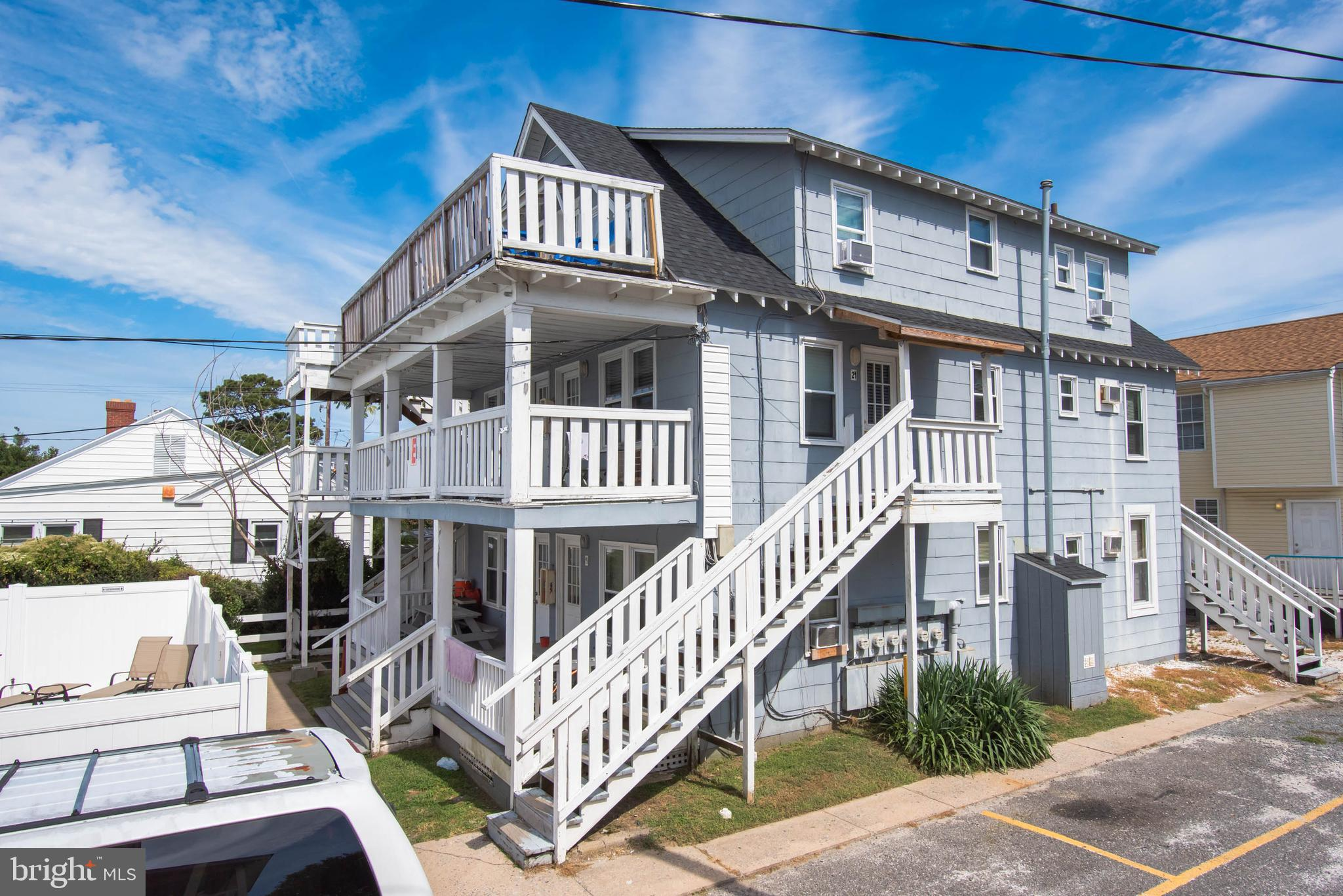 Recently remodeled one bedroom unit just two blocks to beach and boardwalk! This adorable condo has been recently painted, newer cabinets, remodeled bath, new a/c in bedroom and more. Sleeps 6 comfortably. Deck overlooks the large community pool. Great location at a great price. Don't miss this opportunity!