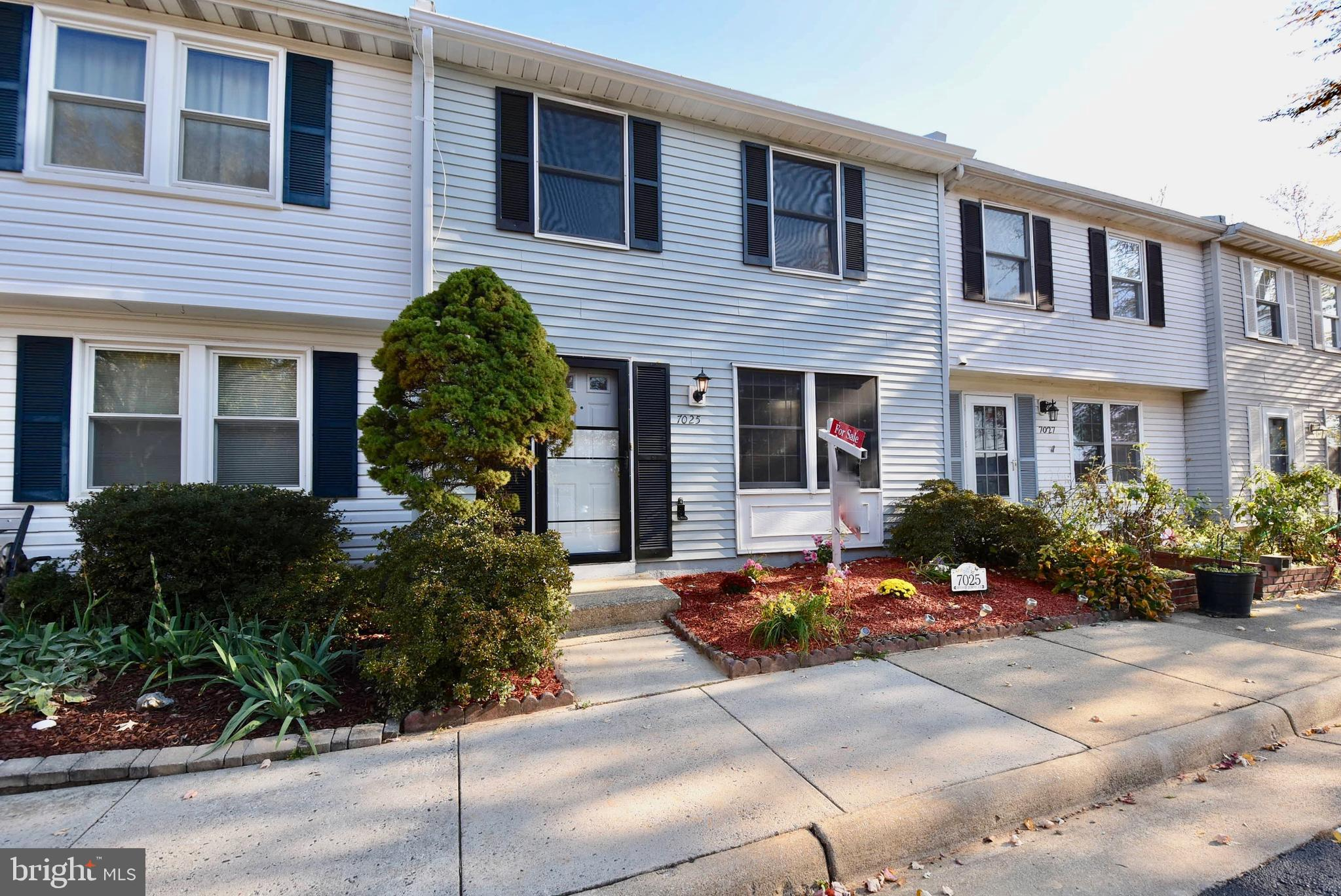 This House  is in the Heart of Alexandria has  3 spacious Bedrooms and 1 .5 Bathroom Paved back yard