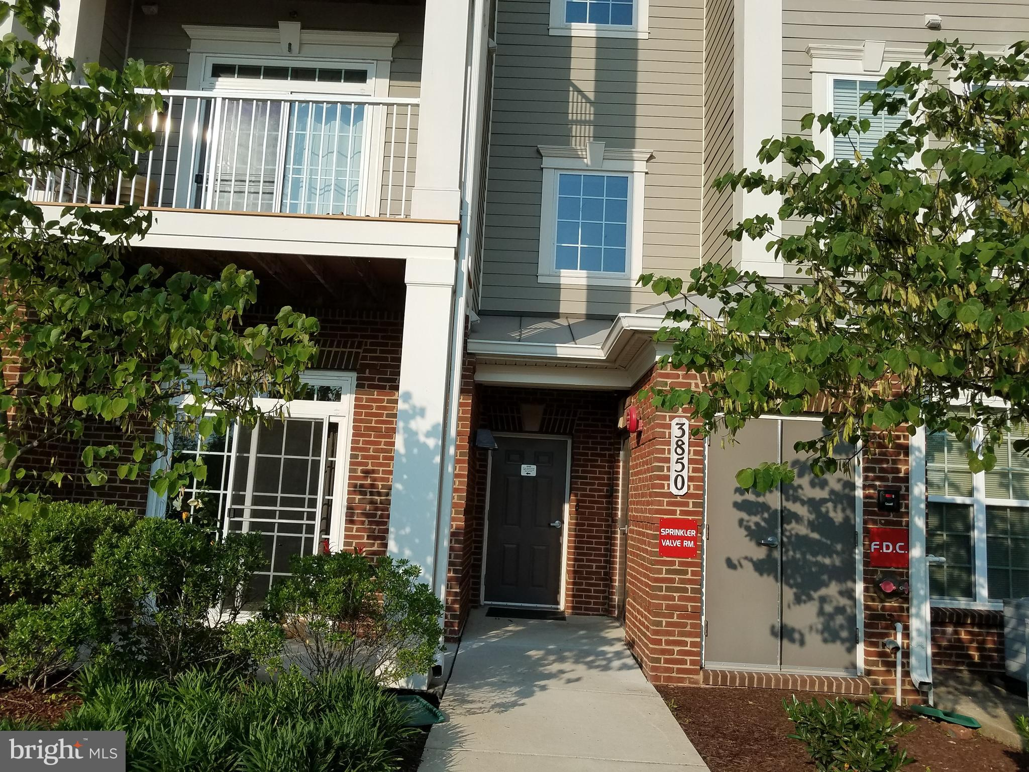 LOCATION, LOCATION, LOCATION. EASY ACCESS TO I200 AND MINUTES AWAY FROM GLENMONT METRO STATION, CLOS