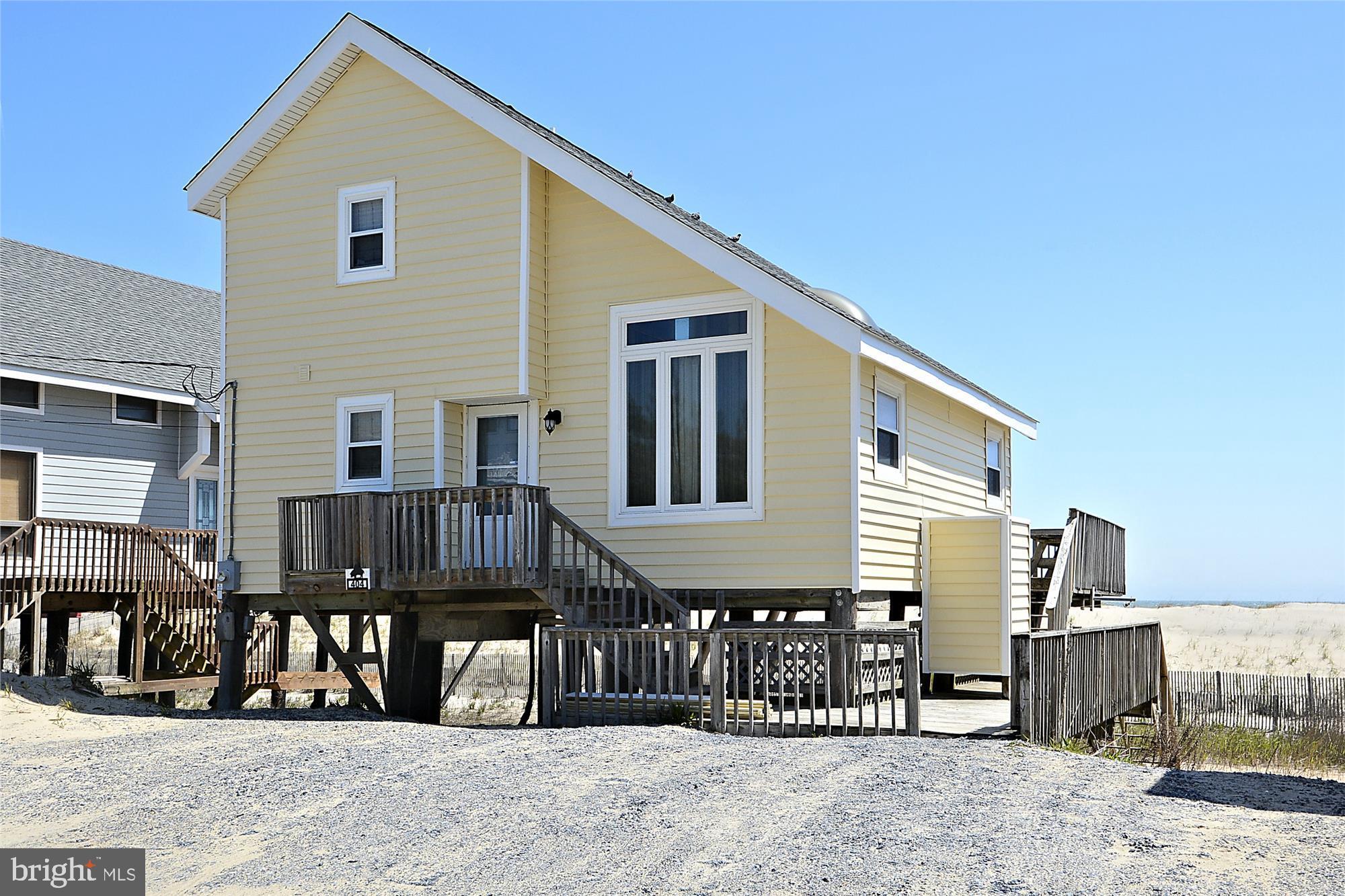 OCEANFRONT !!  This 4 Bedroom, 3 Bath Single Family Home (Open floor plan, Vaulted Ceilings), Vacati