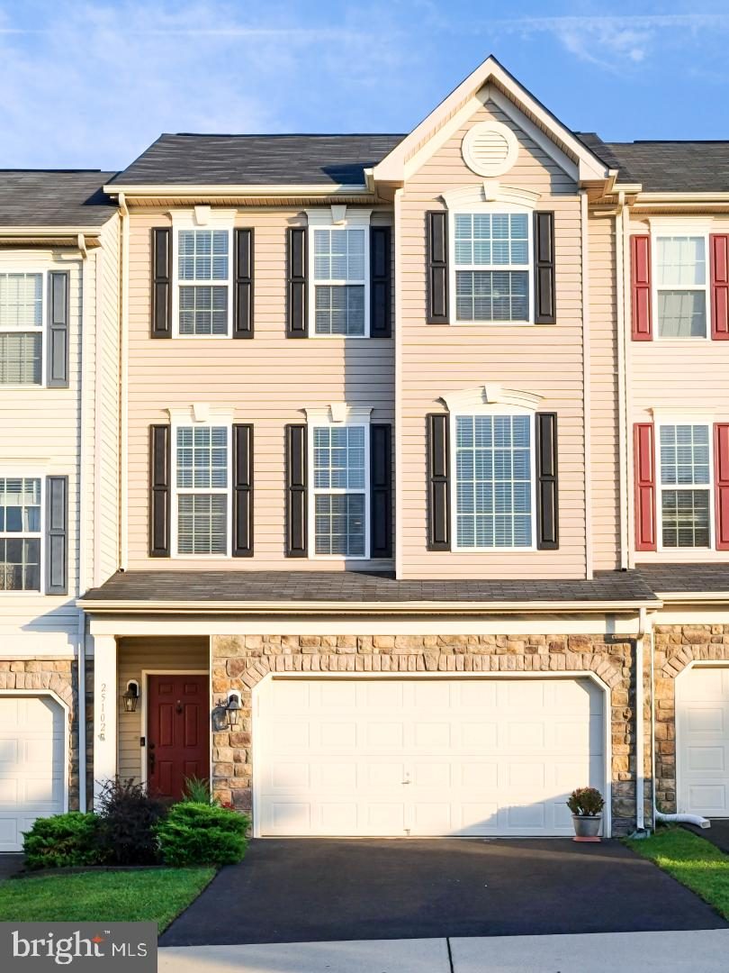 Van Metre Stanton model with 3 level bmp in a quiet family friendly neighborhood 5 minutes to stores
