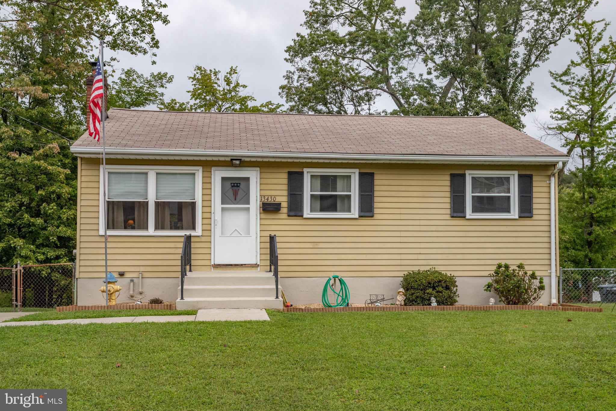 3BR/1BA in sought after Marumsco Village with huge backyard! Main level living with all BRs & BA on