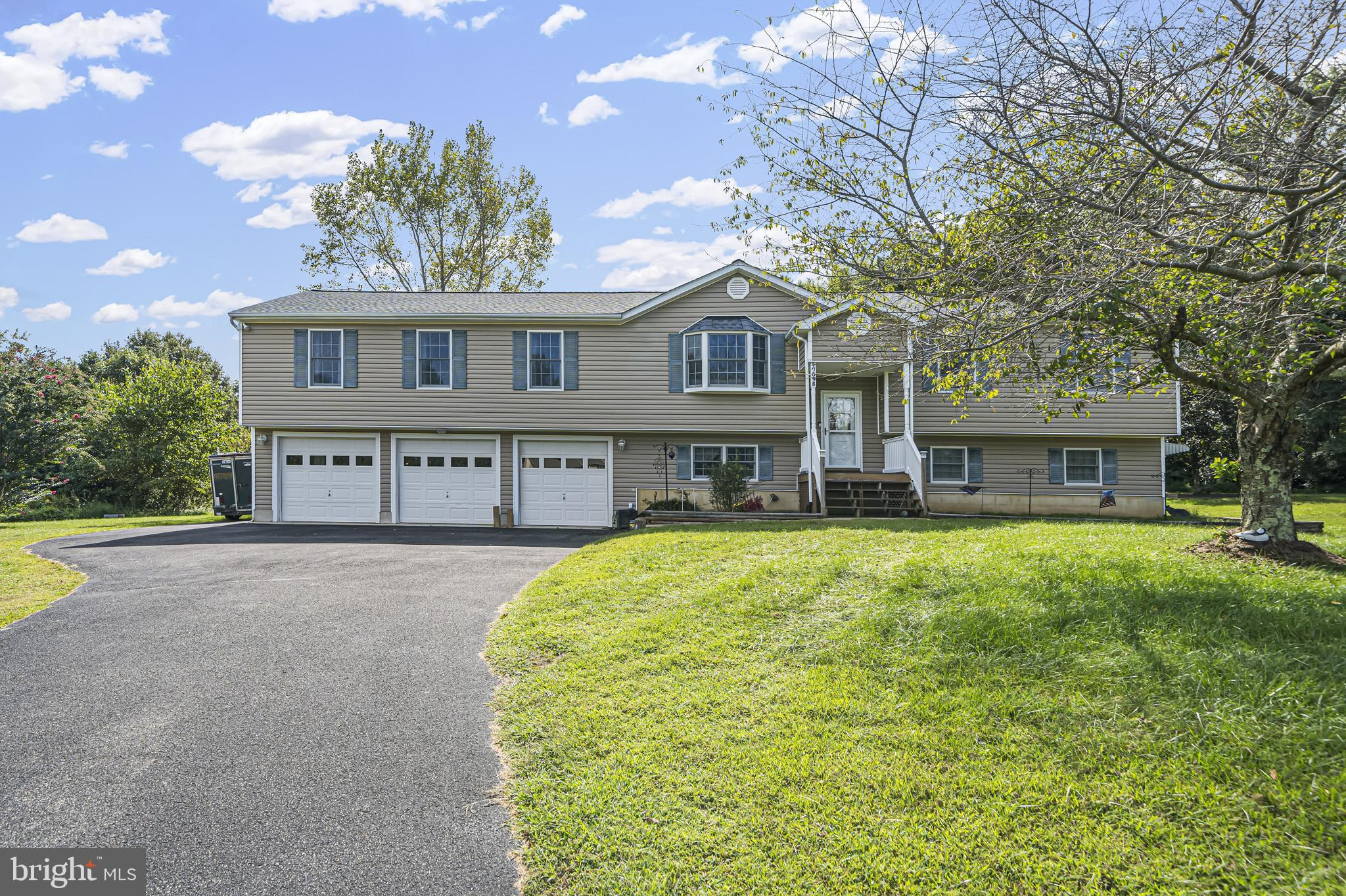 Welcome home to 47095 Piper Court!!! Split foyer on amazing corner cul-de-sac lot with HUGE great ro