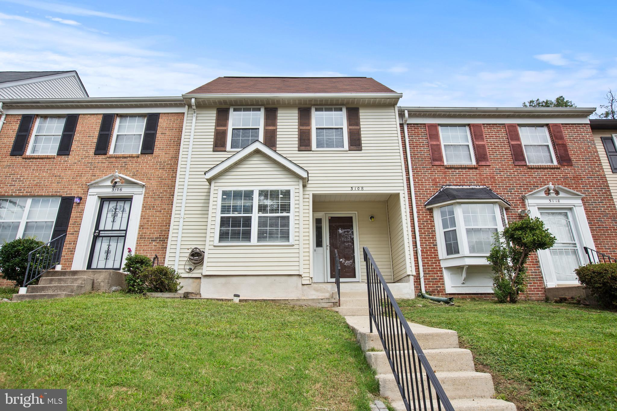 Beautifully updated two level townhouse waiting for you to call it home. All new stainless steel app