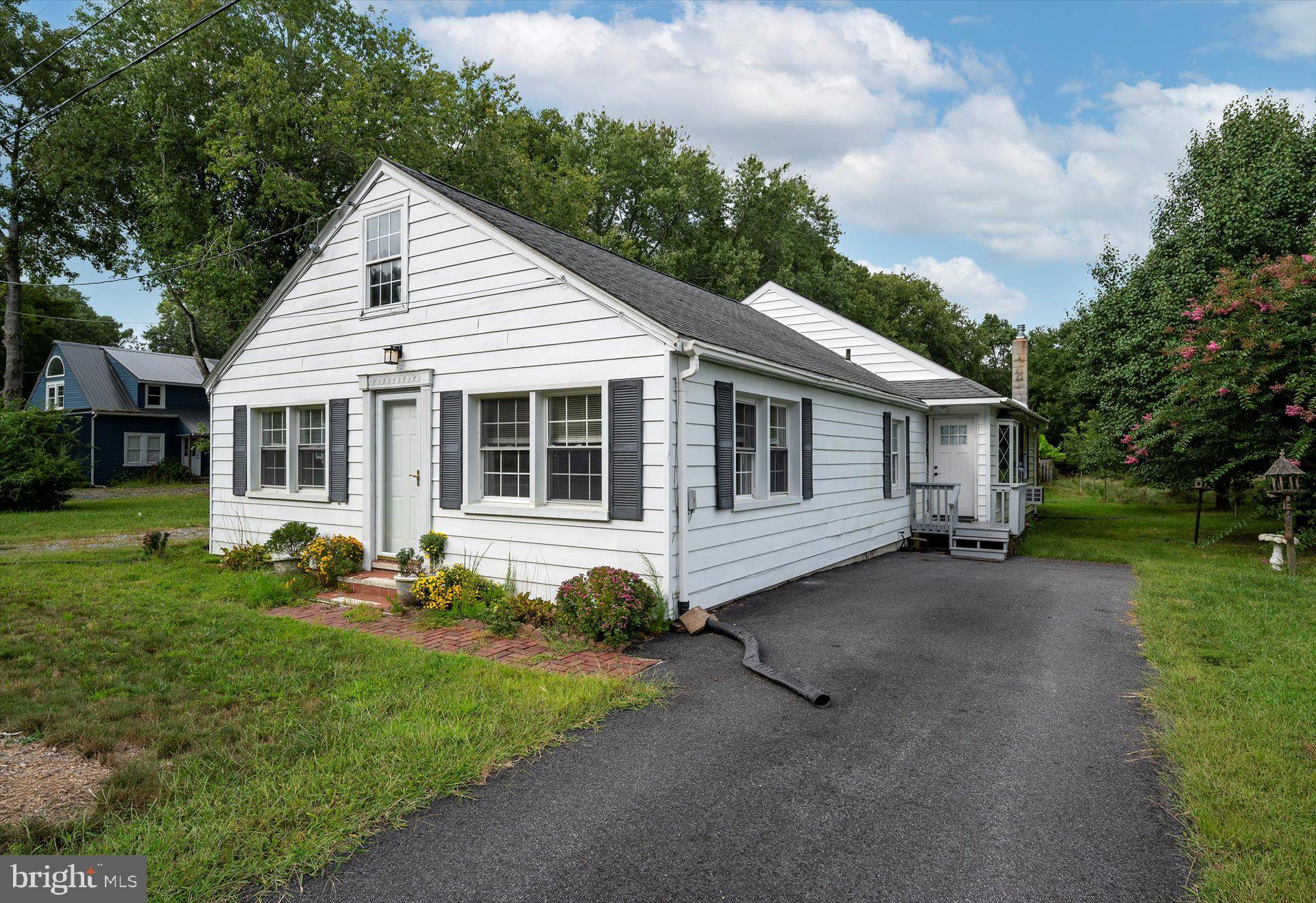 This home situated on Assateague Road is close to everything.  A short distance to Berlin, West Ocea