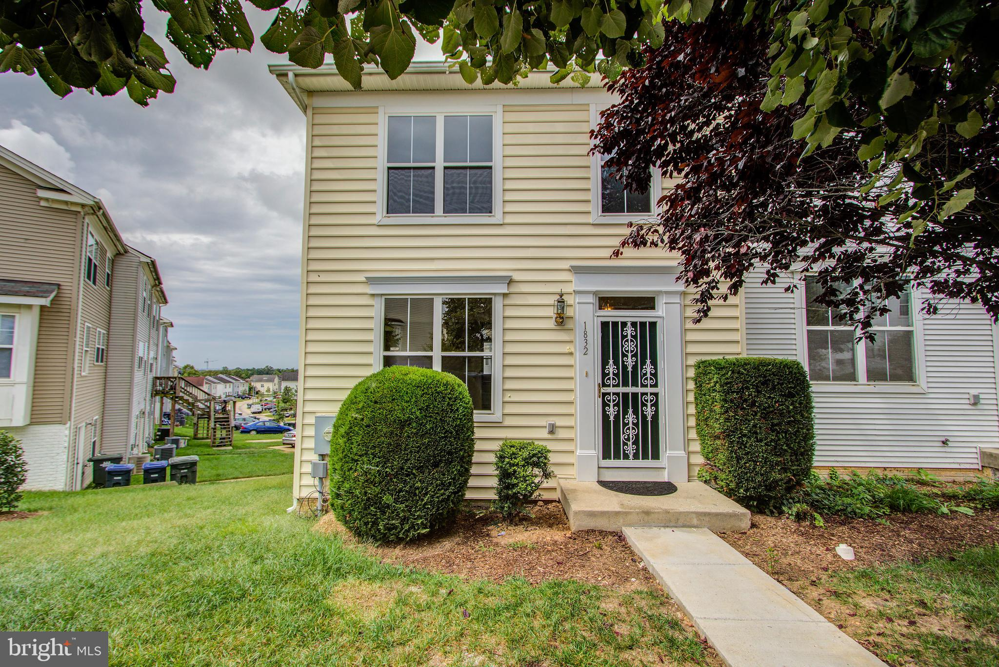 HENSON RIDGE TOWNHOME SUBDIVISION WELCOMES YOU TO THIS GORGEOUS END UNIT,  THREE-LEVEL TOWN-HOME IN