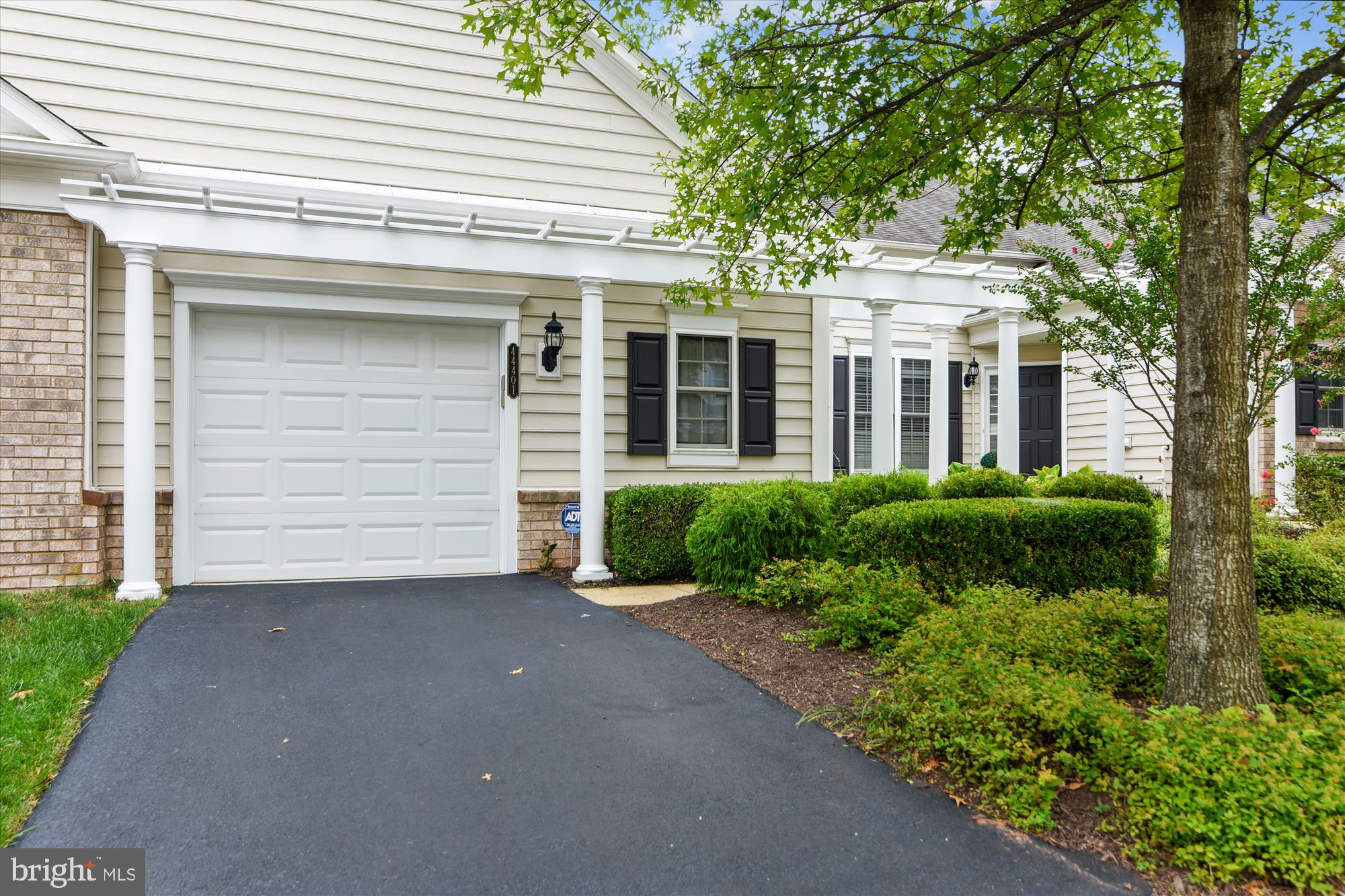 BEAUTIFULLY MAINTAINED BY ORIGINAL OWNER IN 55+ POTOMAC GREEN BY DEL WEBB* THIS CONCORD W/ LOFT HAS