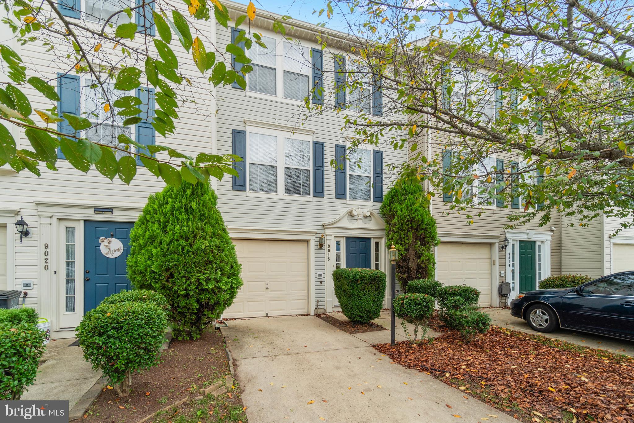 Don't miss your opportunity to own this move-in ready townhouse in Foxborough!  This three level bri