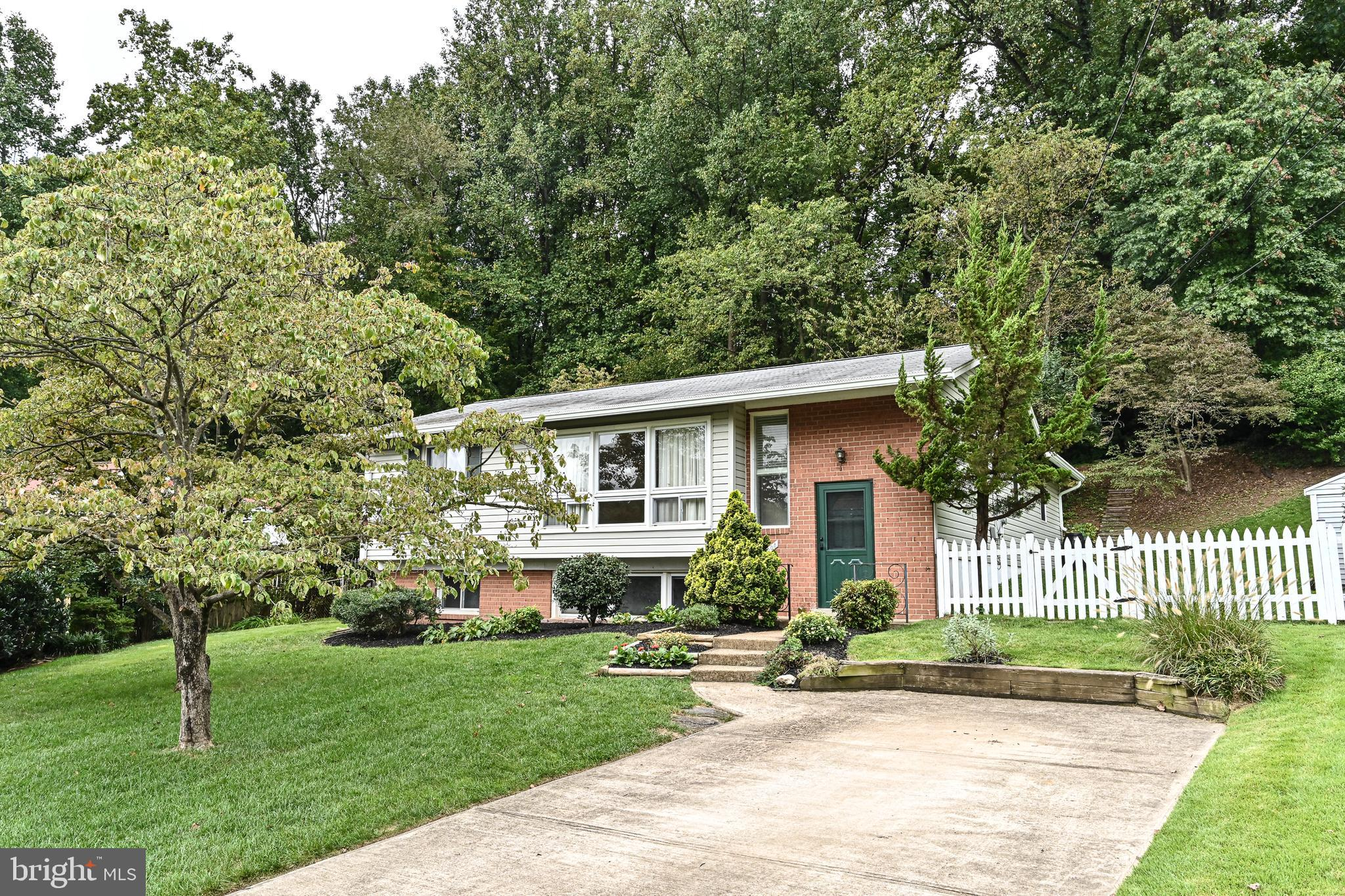 Beautiful 3BR 1.5BA split foyer in sought after Ravensworth Park.  Incredible value for a home insid