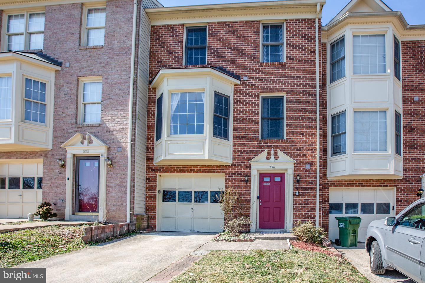 Gorgeous townhome! Freshly painted, new flooring installed 2021. Spacious entrance foyer leads to ba