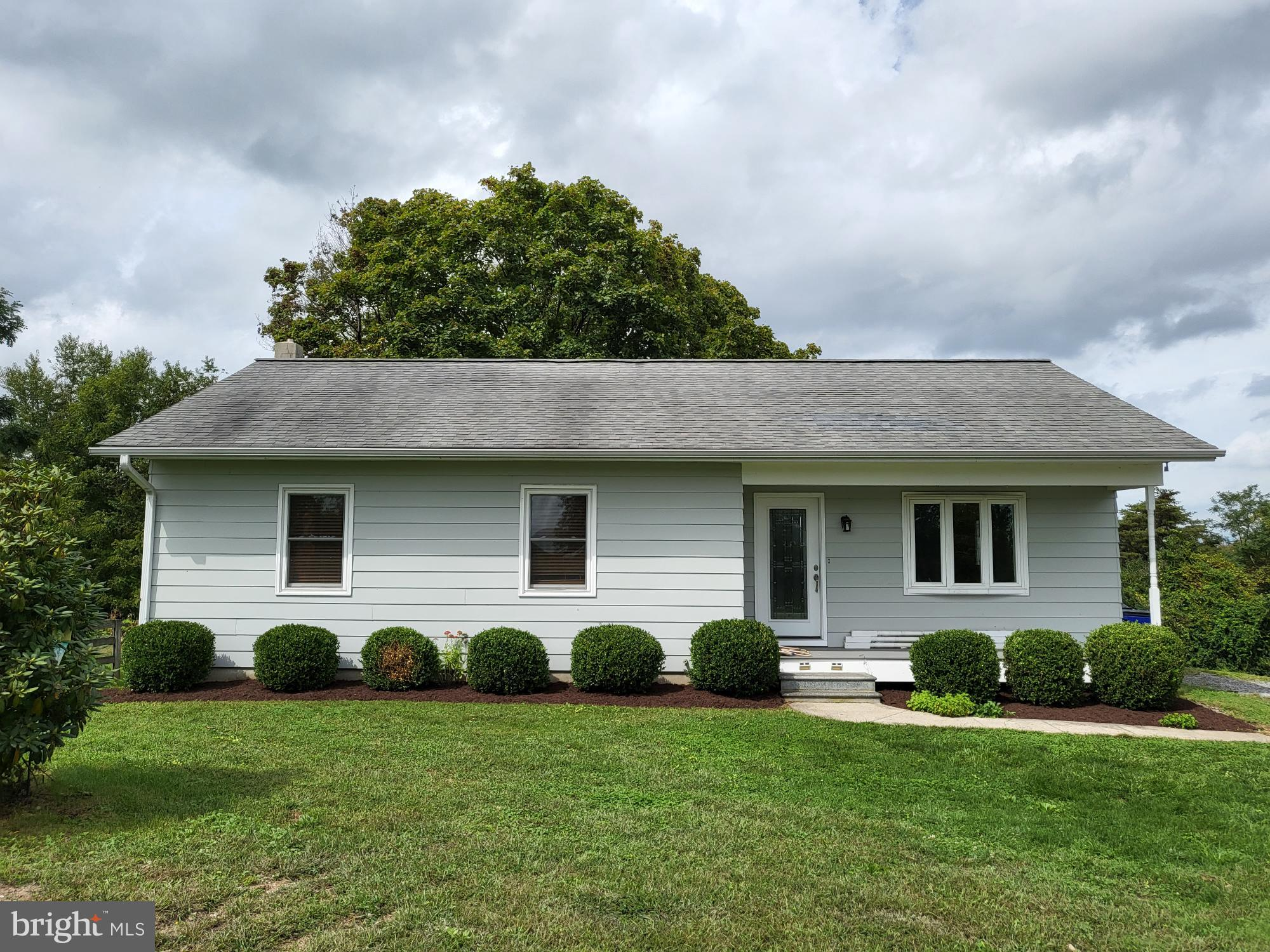 What a great home situated close to everything both Frederick and Urbana has to offer. This home has