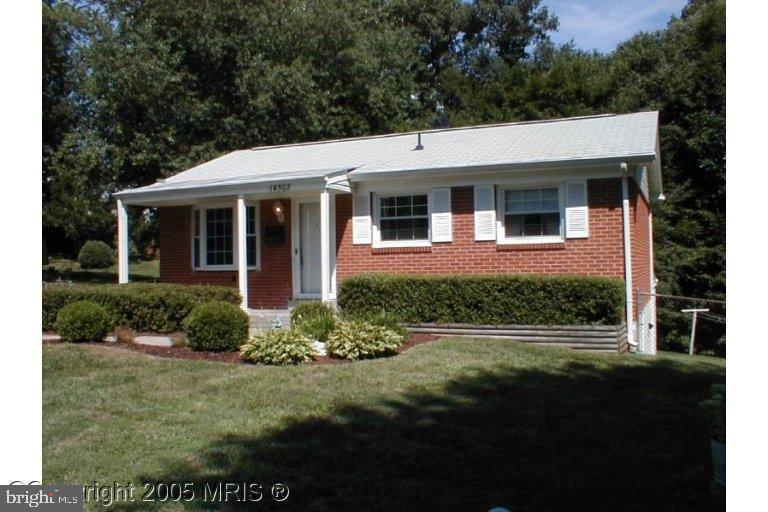 A cute starter home needs some TLC sitting on a quiet cul-de-sac. This 2 level Rambler offers three