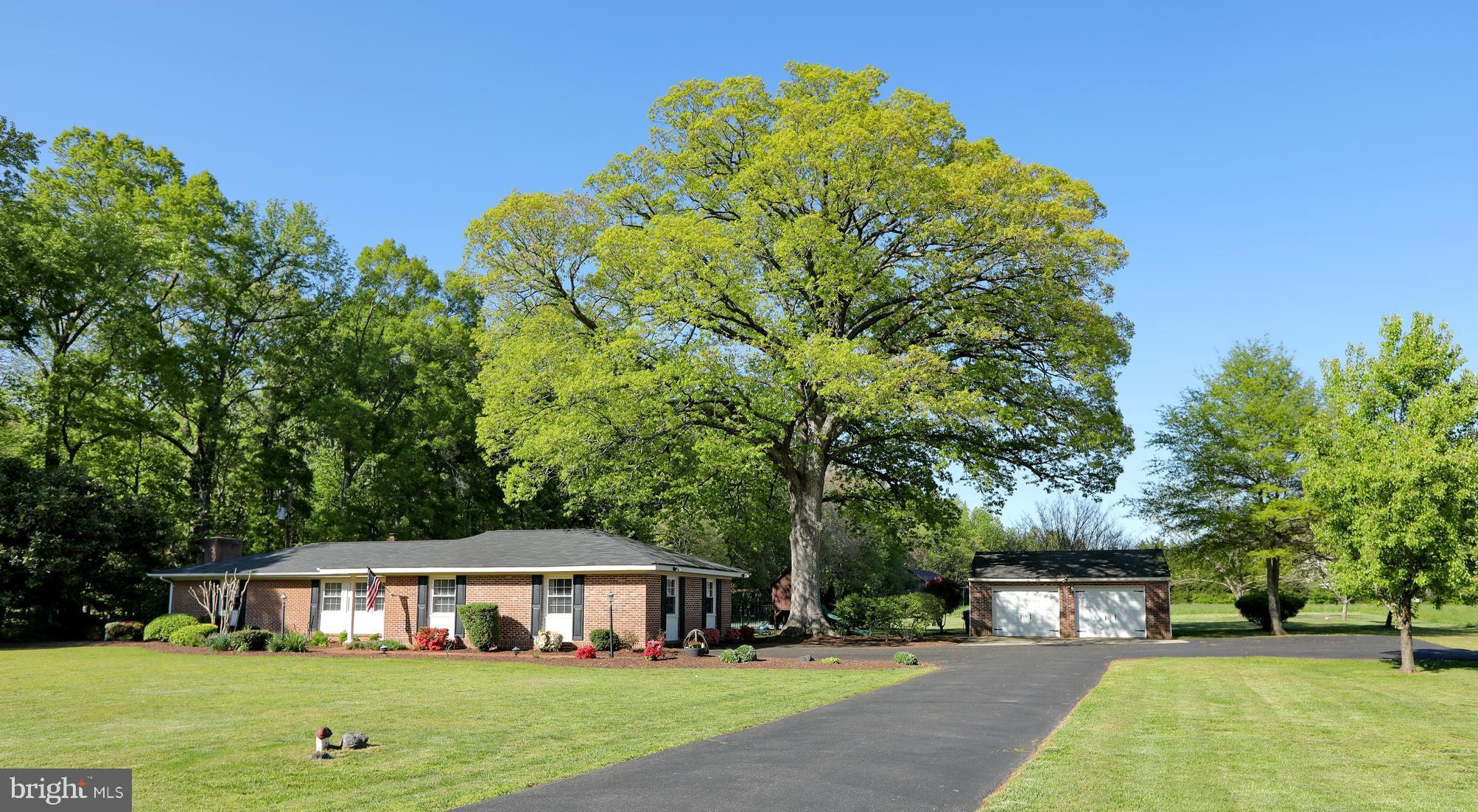 NO HOA*NO RESTRICTIONS*THE COUNTRY CLUB LIFE WITH NO FEES AND NO NEIGHBORS*ALL BRICK RAMBLER ON 1.7+