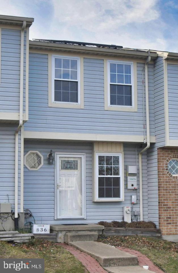 Welcome Home to 836 Olive Branch Ct. This move in ready townhome features 2 bedrooms, finished basem