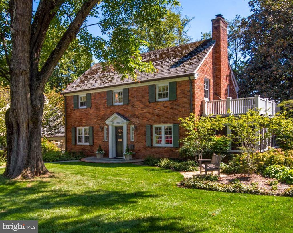 Welcome to the home of your dreams. This impeccably maintained and gorgeously updated from top to bo