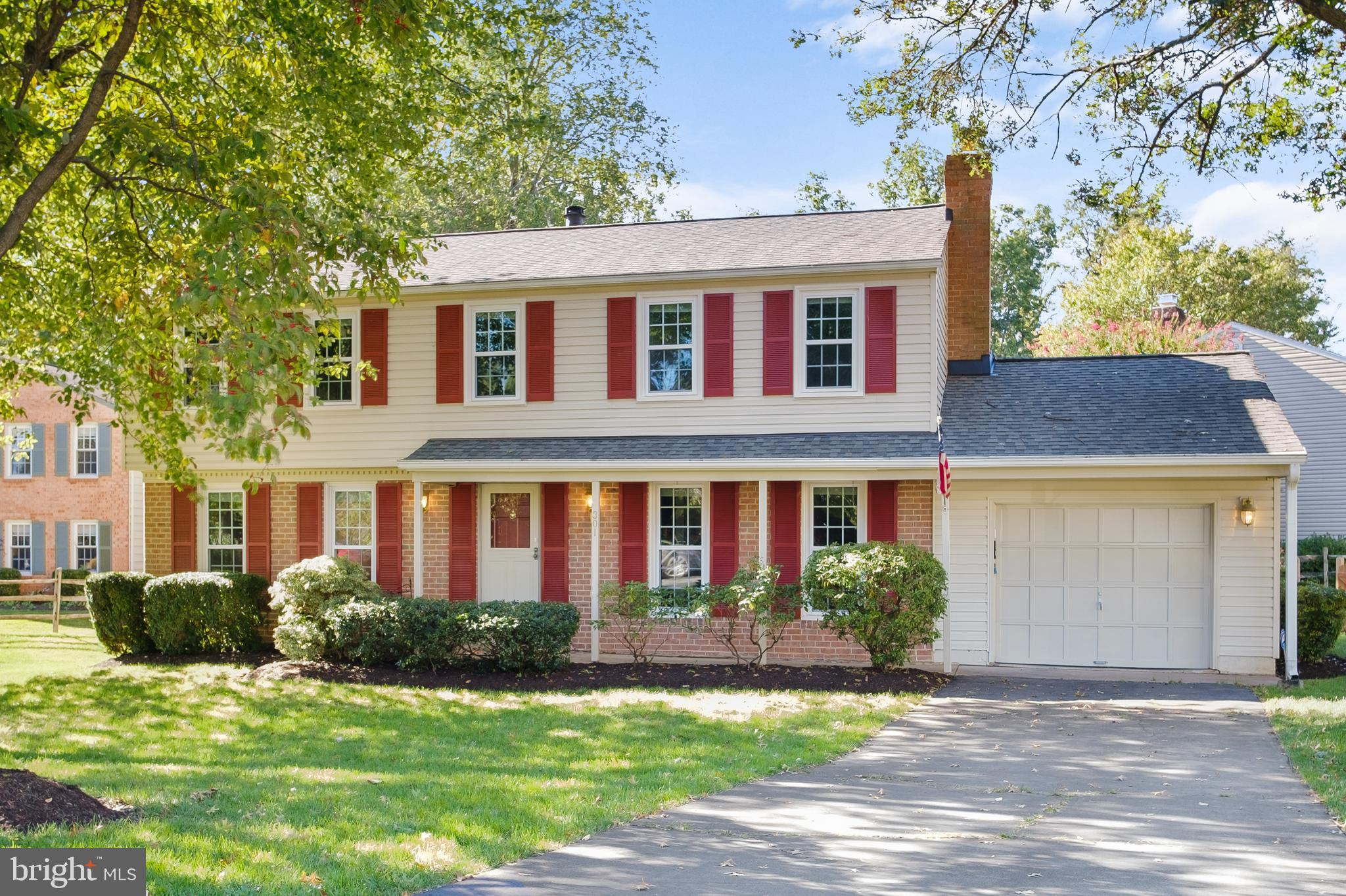 Come see this beautiful colonial in Leesburg Country Club on a corner lot AND in a cul de sac. This