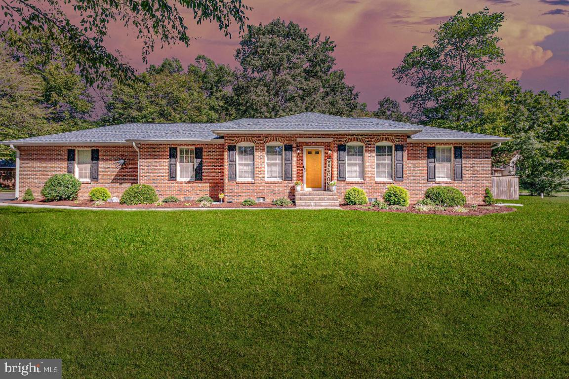 MUST SEE TODAY!  No showings after 5:30 pm on Monday, September 27th.  Welcome Home to 3830 Tarringt