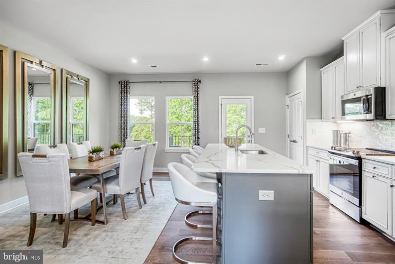 QUICK MOVE -IN !The convenience of townhome living meets the amenities of a single family home in Ry