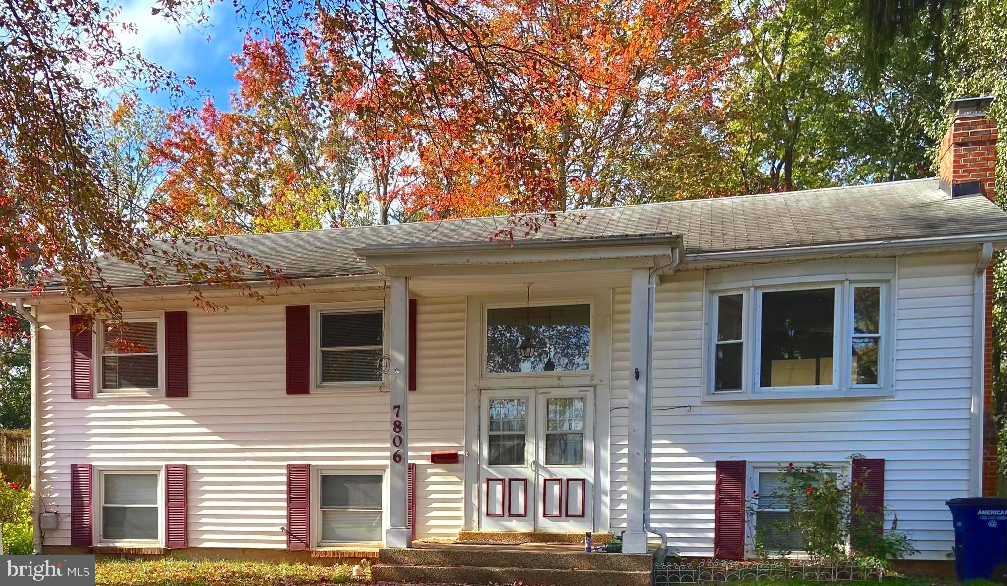 Split foyer home with 4 bedrooms, and 3 full baths. The main level has 3 bedrooms, 2 full baths, liv