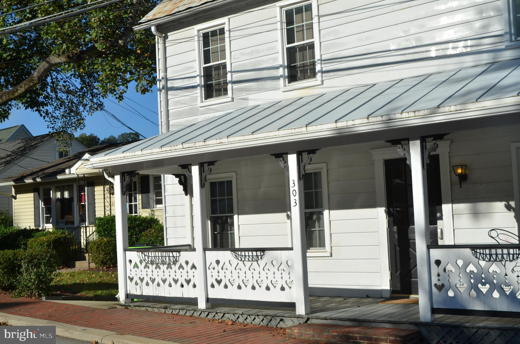 RETAIL *** OFFICE ***  SERVICES  ***  GROUND FLOOR UNIT *** FULL NEWER KITCHEN WITH GRANITE COUNTERS , NEW CABINETS AND APPLIANCES ***NEWER FULL BATHROOM *** NEWER HARDWOOD FLOORING *** FRESH NEUTRAL PAINT *** NO SMOKING,  NO VAPING ***WATER AND SEWER INCLUDED IN RENT *** PRIME LOCATION IN THE HEART OF OCCOQUAN - WALK TO RIVER, SHOP AND RESTAURANTS - VRE AND I-95 CLOSE BY ***