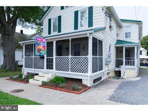 This condo is only 1.5 blocks to the boardwalk and beach and 2 blocks to Rehoboth Avenue. Ideal loca