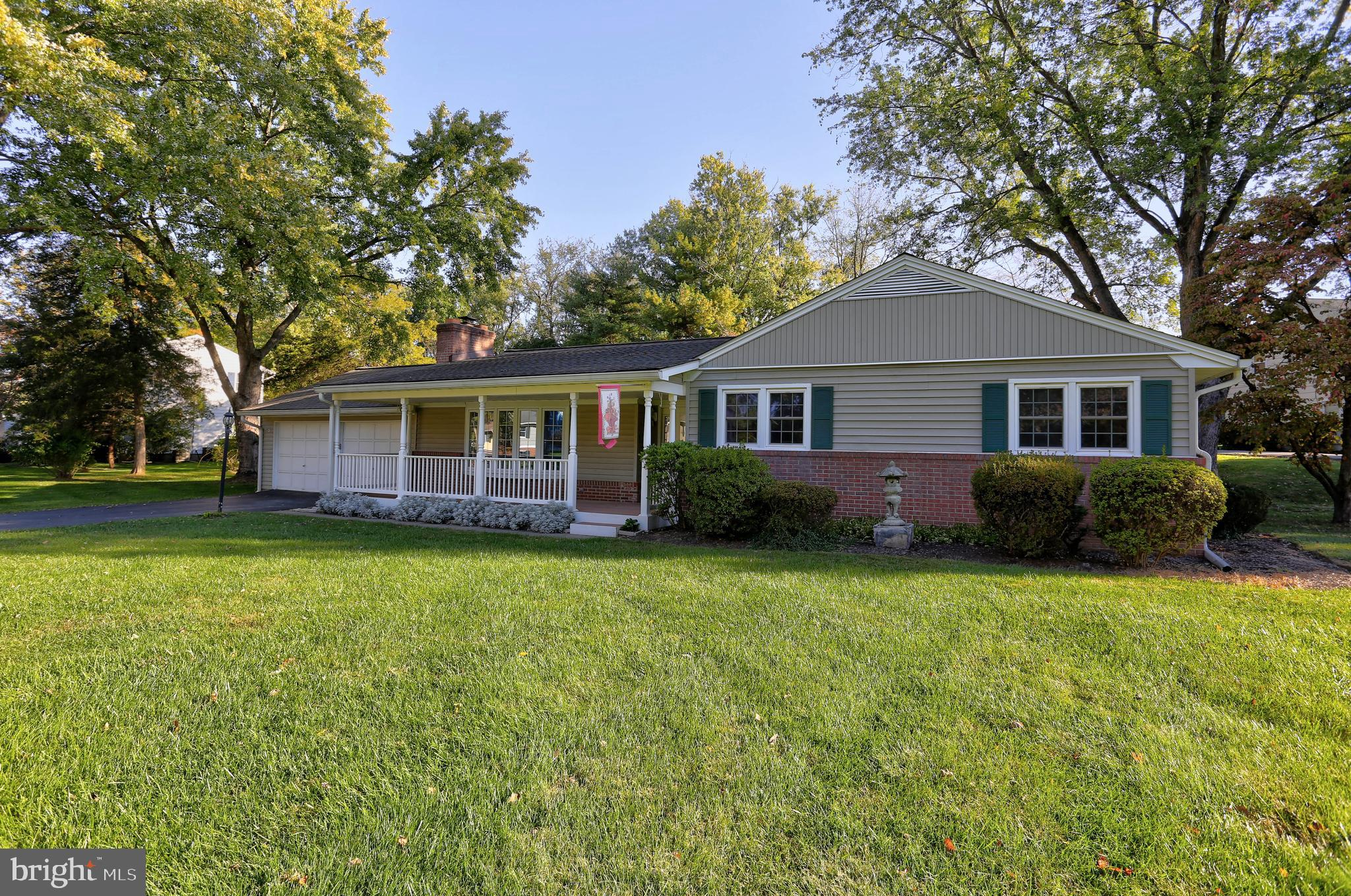This fresh & clean home on an expansive, flat corner lot is sure to impress: all fresh paint; refini