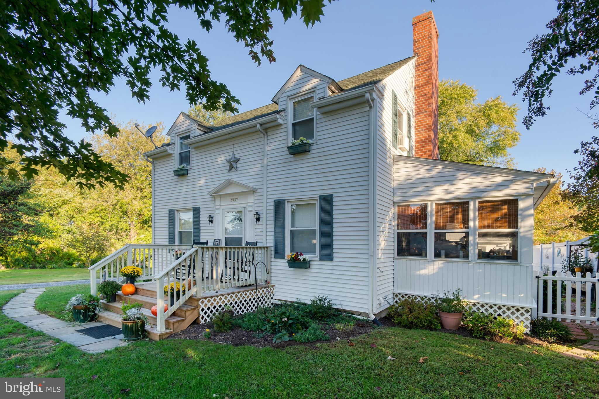 A Rare Opportunity- Residential/ Commercial with Detached Apartment - Farmhouse Circa 1944, park lik