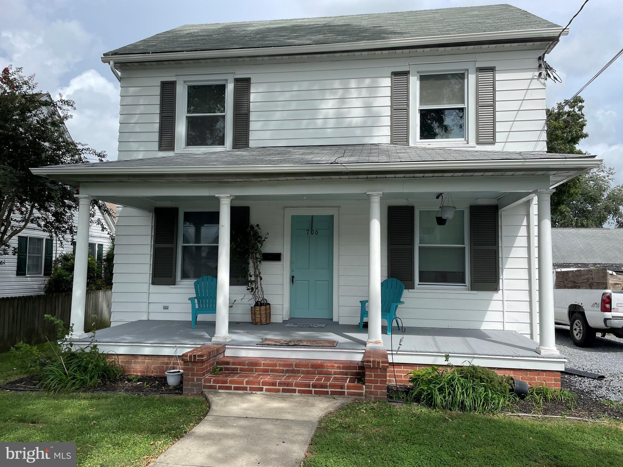 Charming home located one block from the Choptank River and a short distance to the Choptank River f