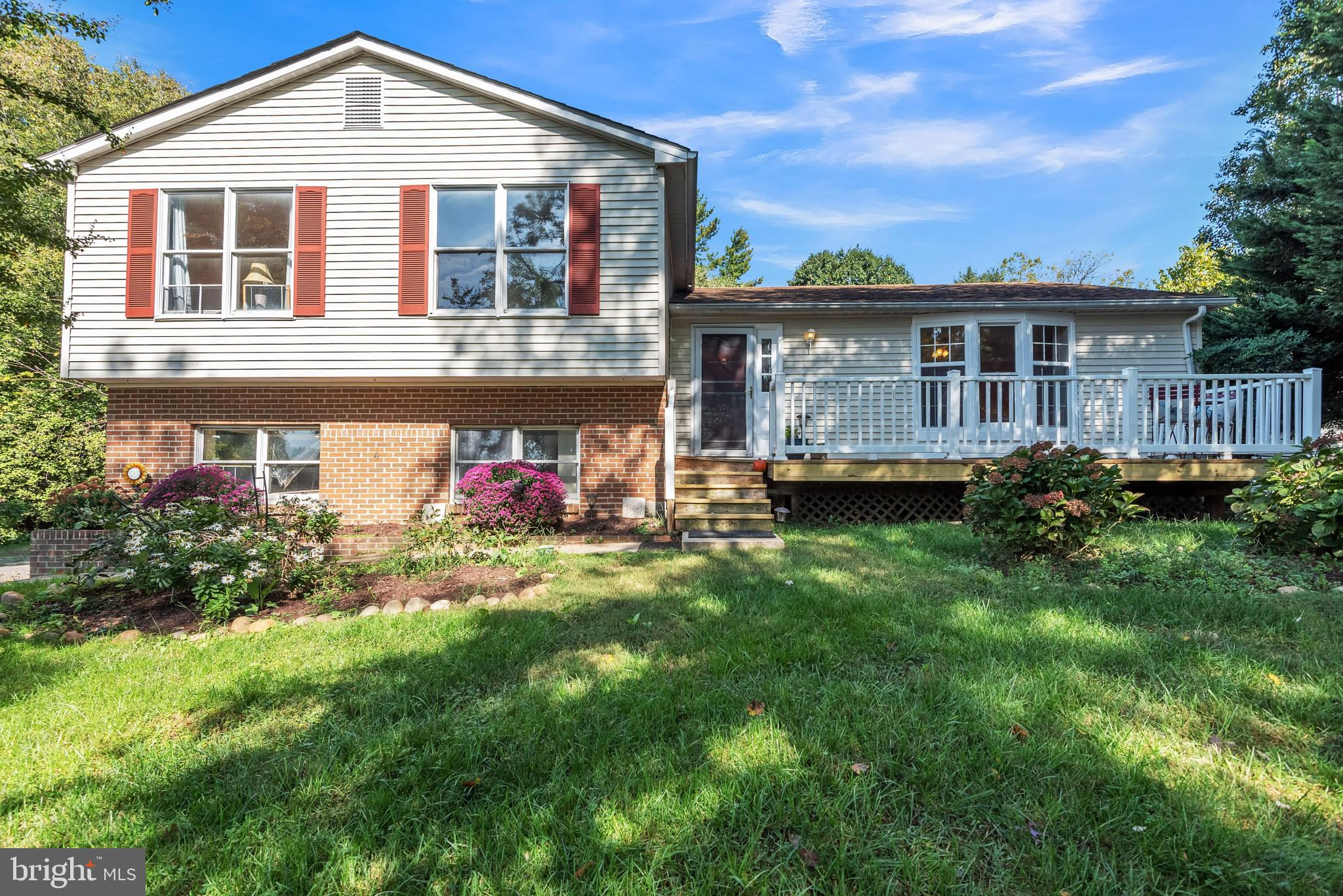 ** UNLIMITED POTENTIAL! ** Transform this lovely 3BR/3BA Savage Split Level into the home of your dr