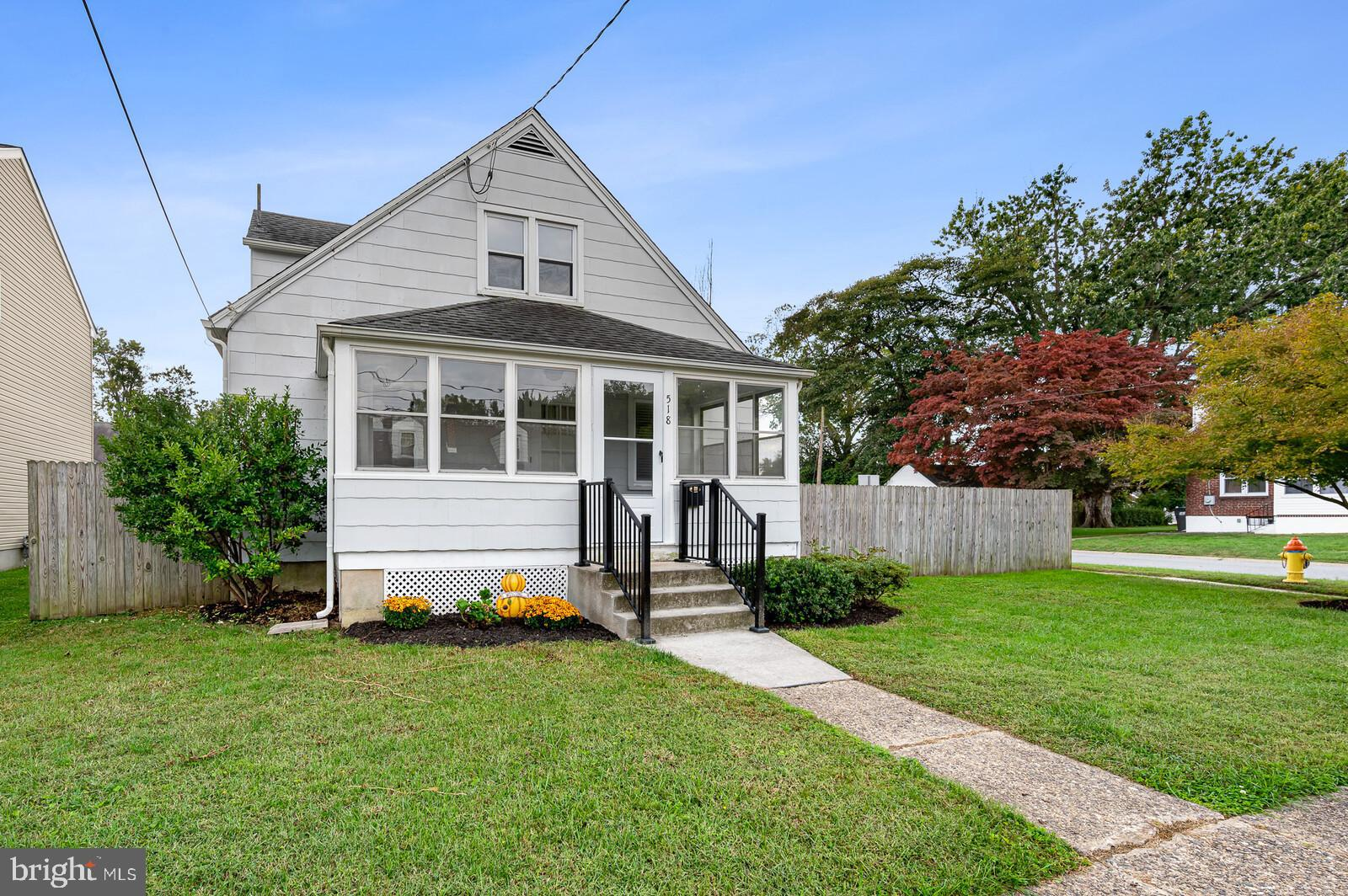 Welcome to 518 W Summit Ave in Elmhurst! This large corner lot home is move-in ready! Upon entering