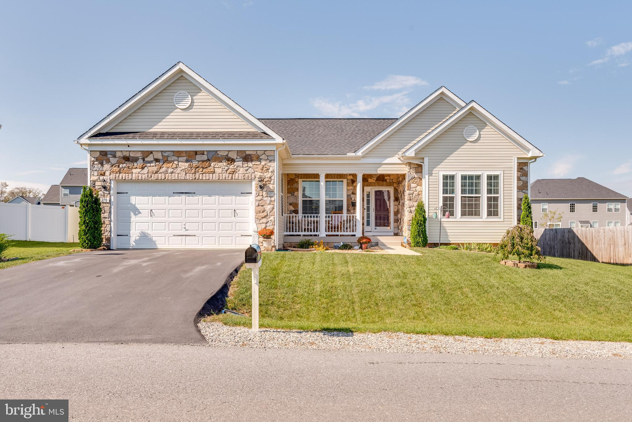 Don't miss out on this charming 3 bedroom/3 bathroom one level living ranch style home. This home ha