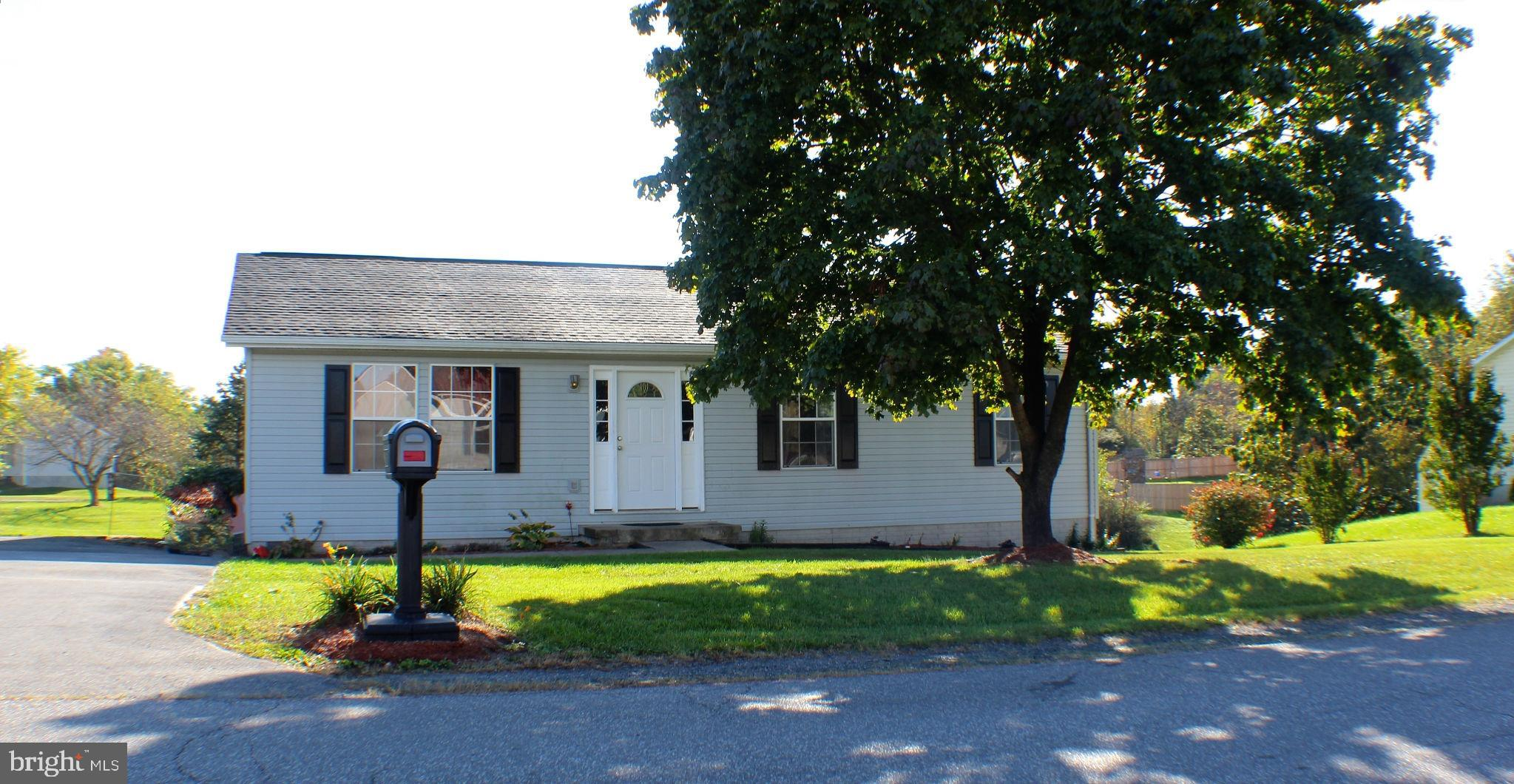 3 BR, 2 BA Rancher home located in the Nadenbousch Heights S/D. Home features living room and dining
