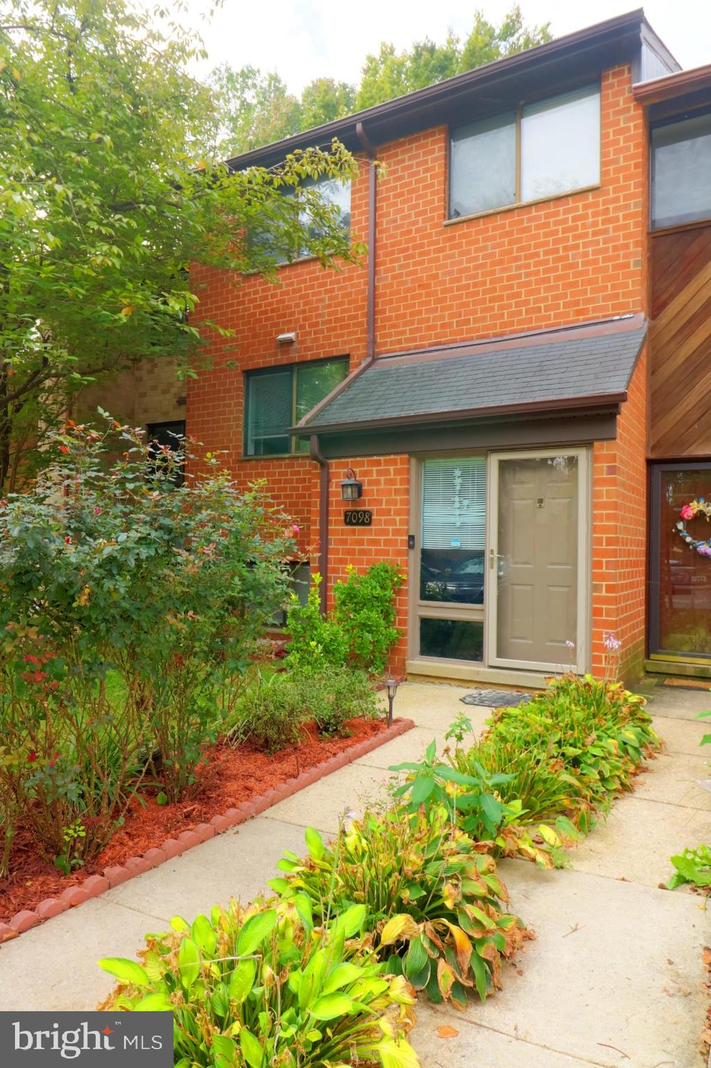 This could be the one you have been waiting for !!Large brick townhome just a short walk to lake Elk