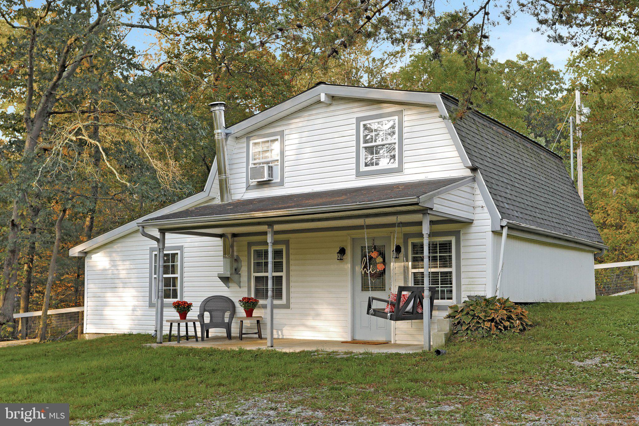 Looking for some seclusion? A  private little getaway but yet still close to all the amenities? This