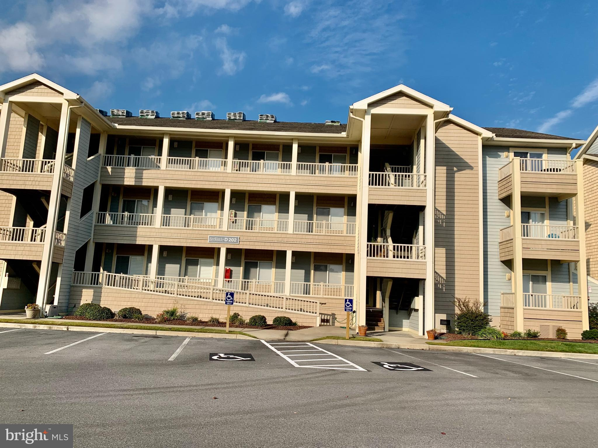This  first floor condo is 3BR/2BA in the Baywatch II Building overlooks the water in the fabulous c