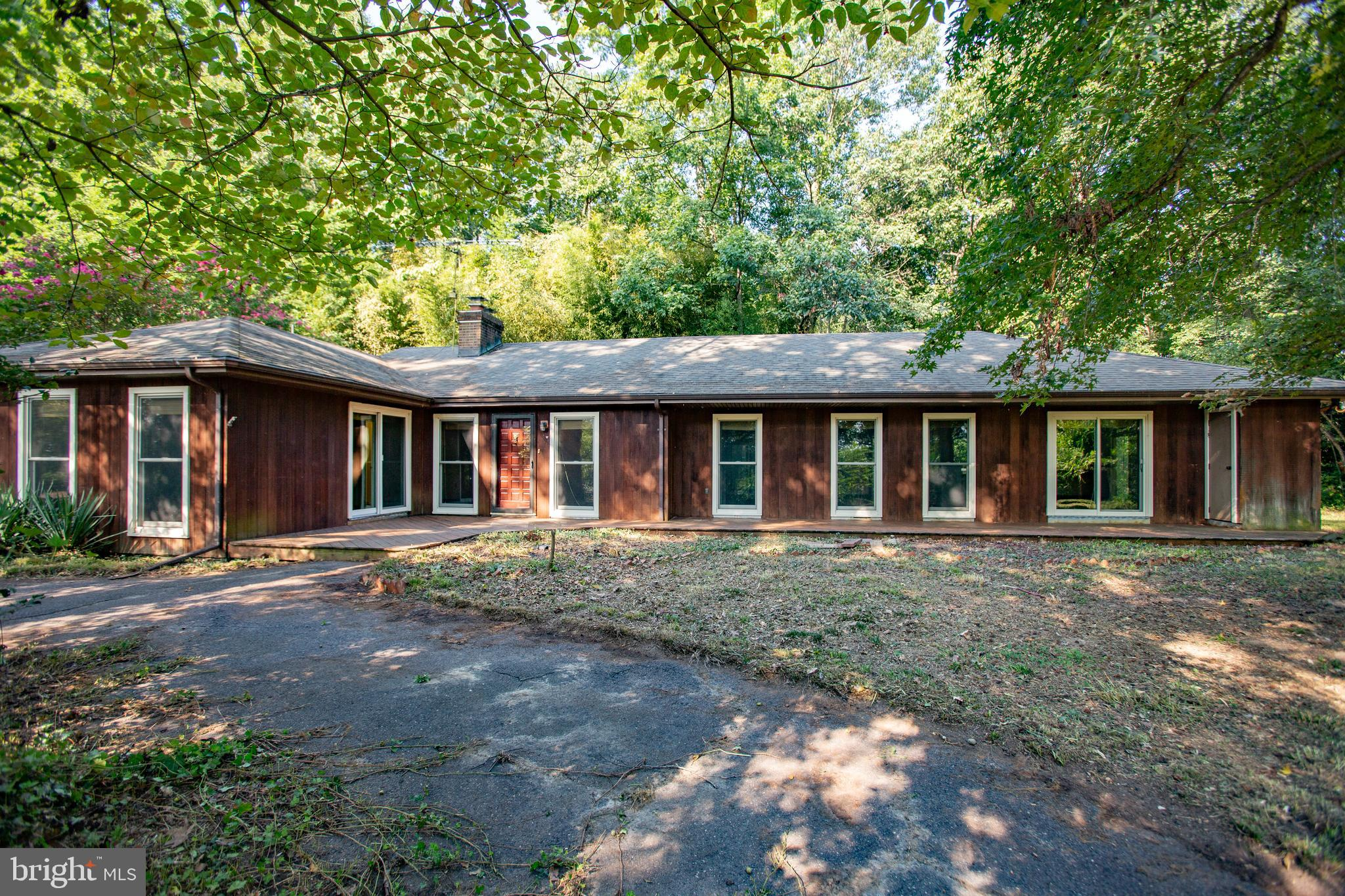 PRIVATE & open floor plan rambler with gleaming hardwood floors, oversized FR with large kitchen lea