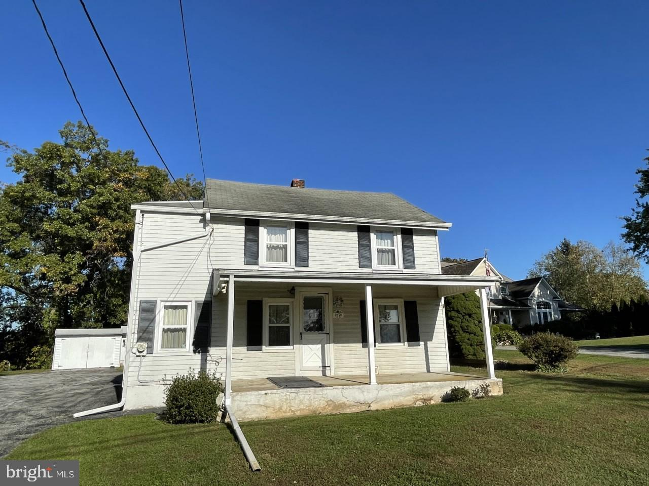Attention 1st time home buyers or investors. Great price for a single family home. Everything in the
