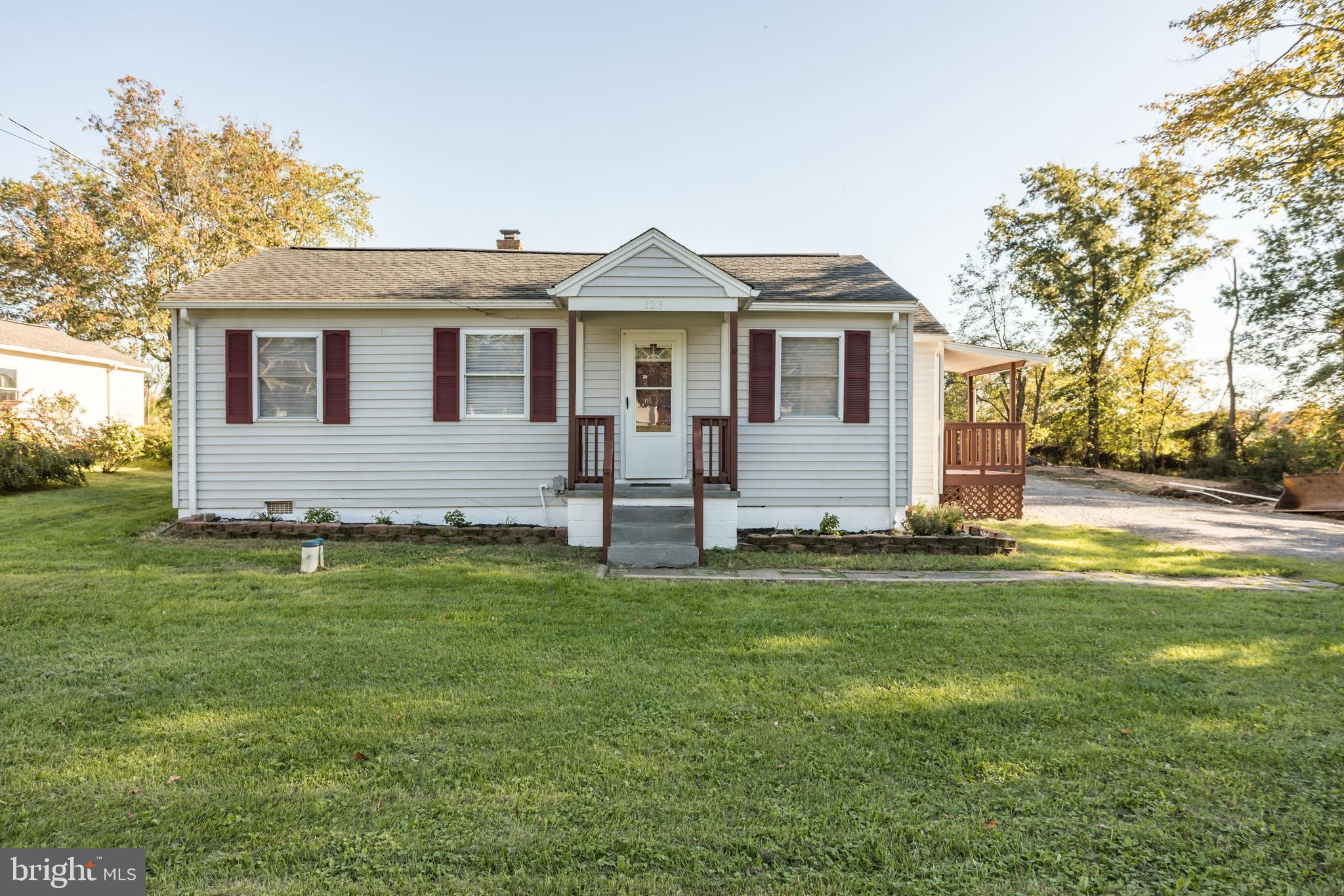 Great location for this ranch style home that has a pasture & mountain view in the rear. Level home